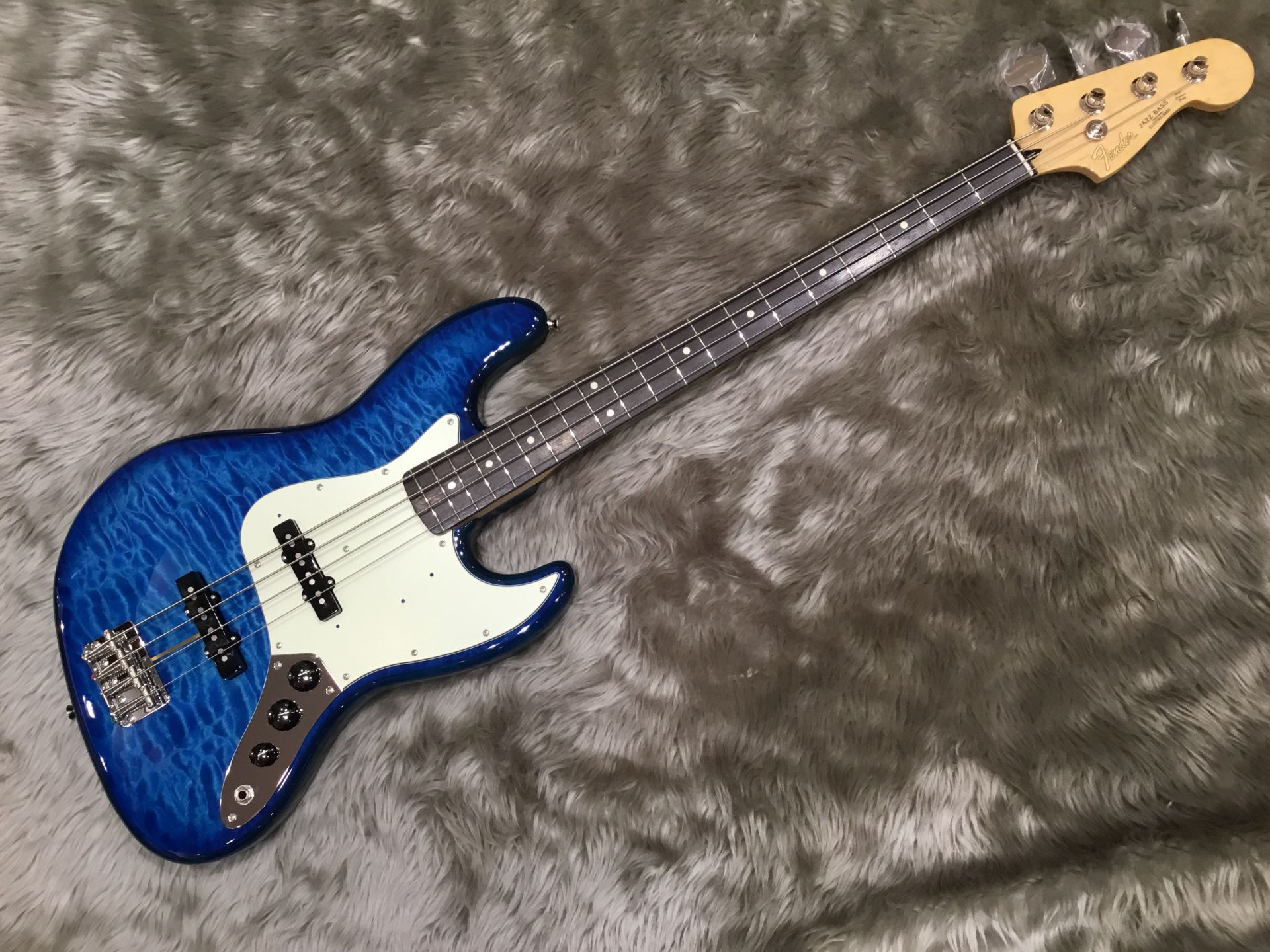 Fender  FSR Hybrid 60s Jazz Bass Quilt Top Rose... 写真画像