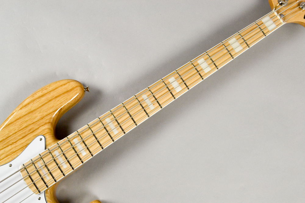Made in Japan Traditional 70s Jazz Bass NATの指板画像