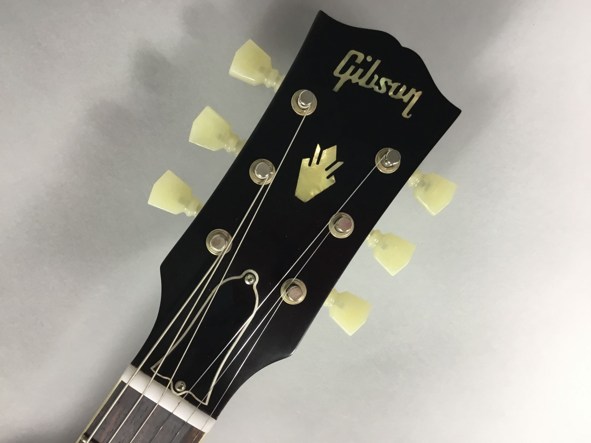 Gibson ES-335 1963 Bigsbyのヘッド画像