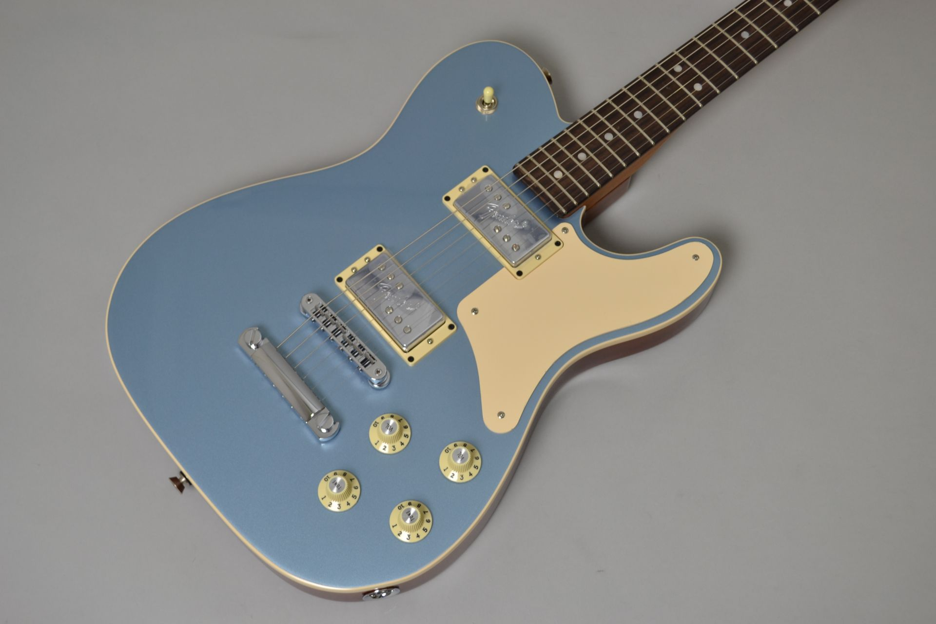 Fender  LIMITED EDITION TROUBLEMAKER TELE 【Ice ... 写真画像