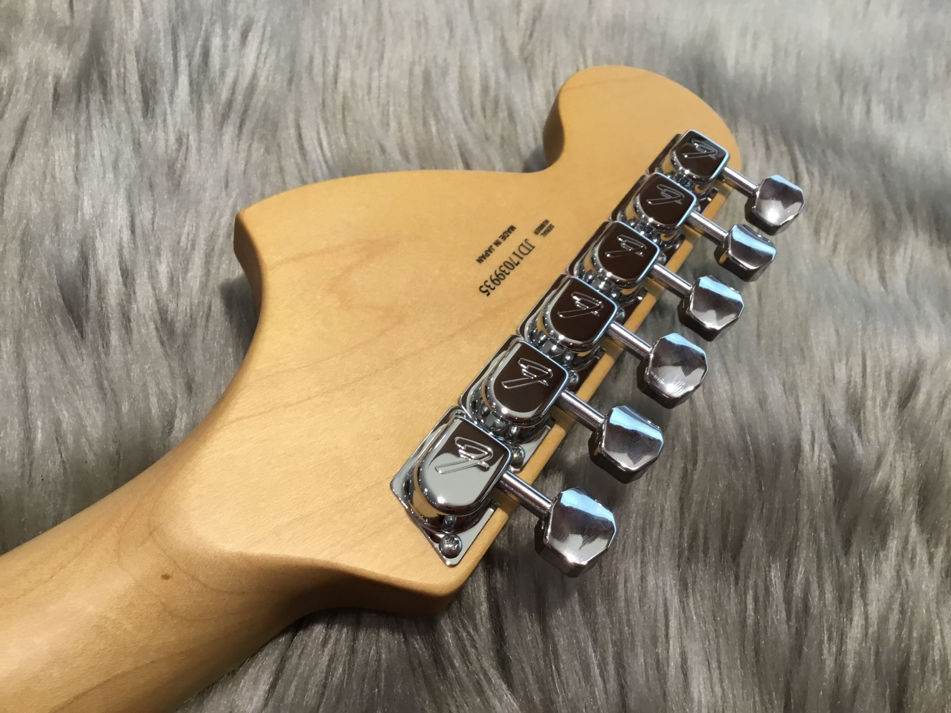 MADE IN JAPAN HYBRID 68 STRATOCASTERのヘッド裏-アップ画像