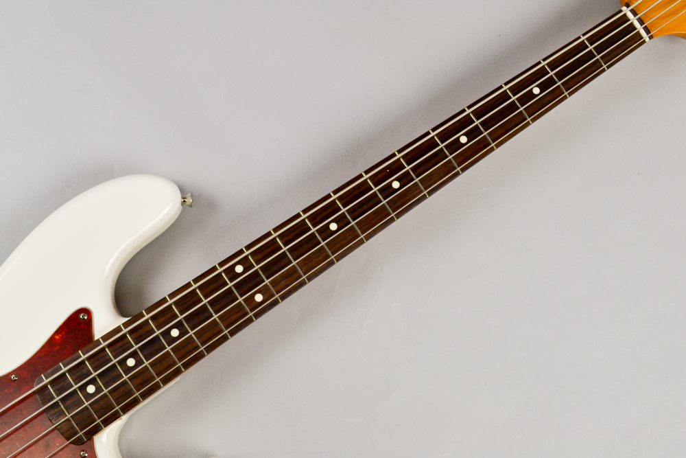Made in Japan Traditional 60s Jazz Bass AWTの指板画像