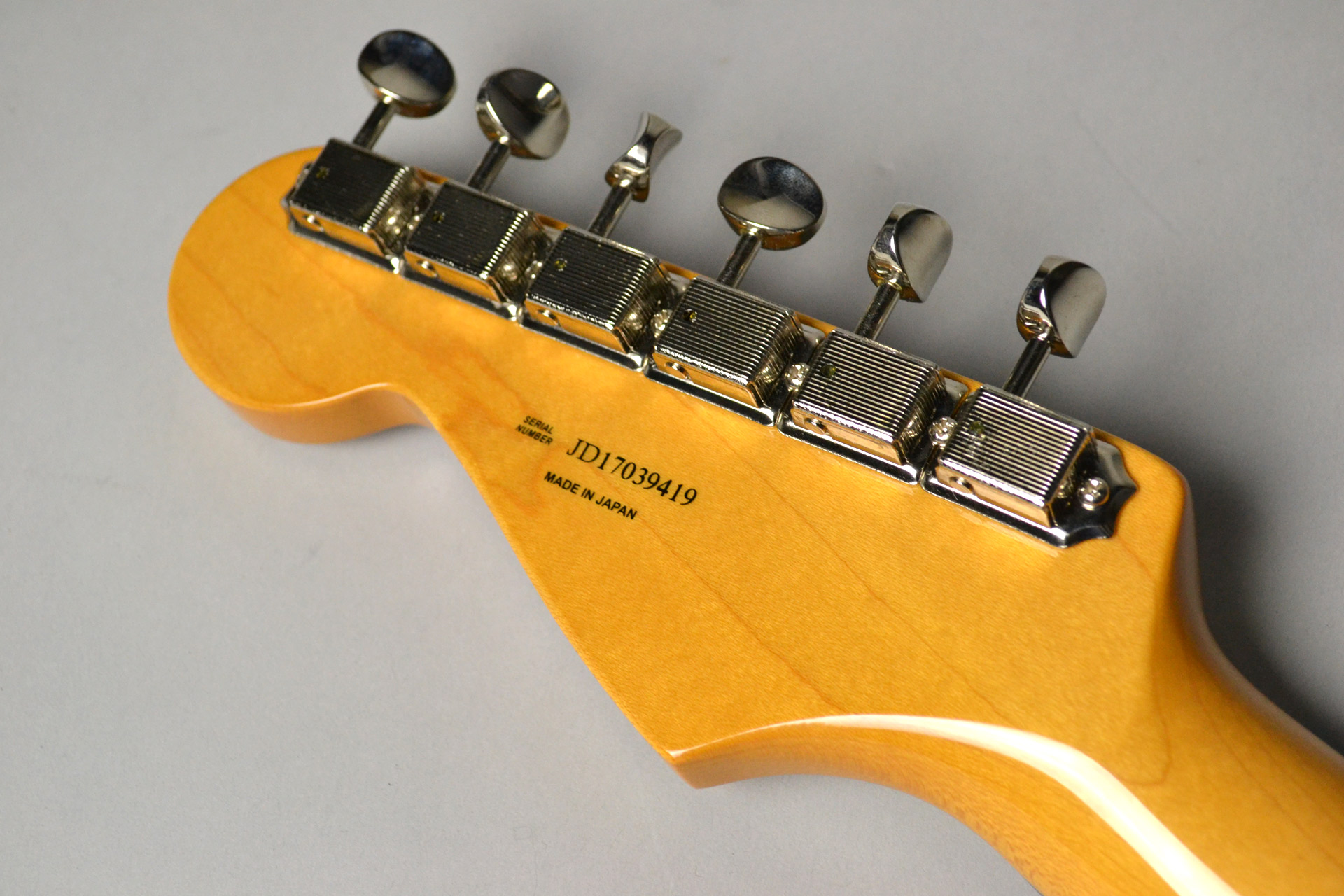 MADE IN JAPAN TRADITIONAL 60S STRATOCASTER Candy Blueのヘッド裏-アップ画像