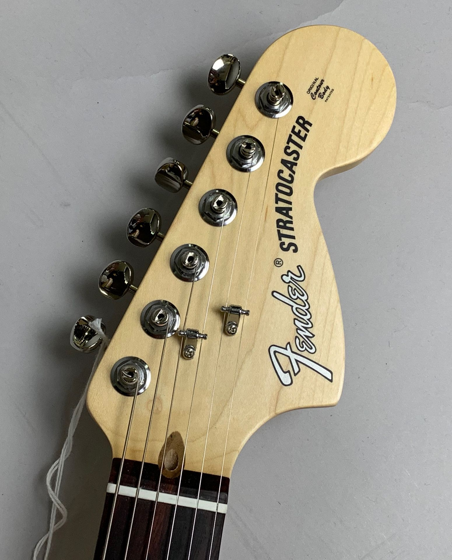 American Performer Stratocaster Rosewood Fingerboard Arctic Whiteのボディバック-アップ画像