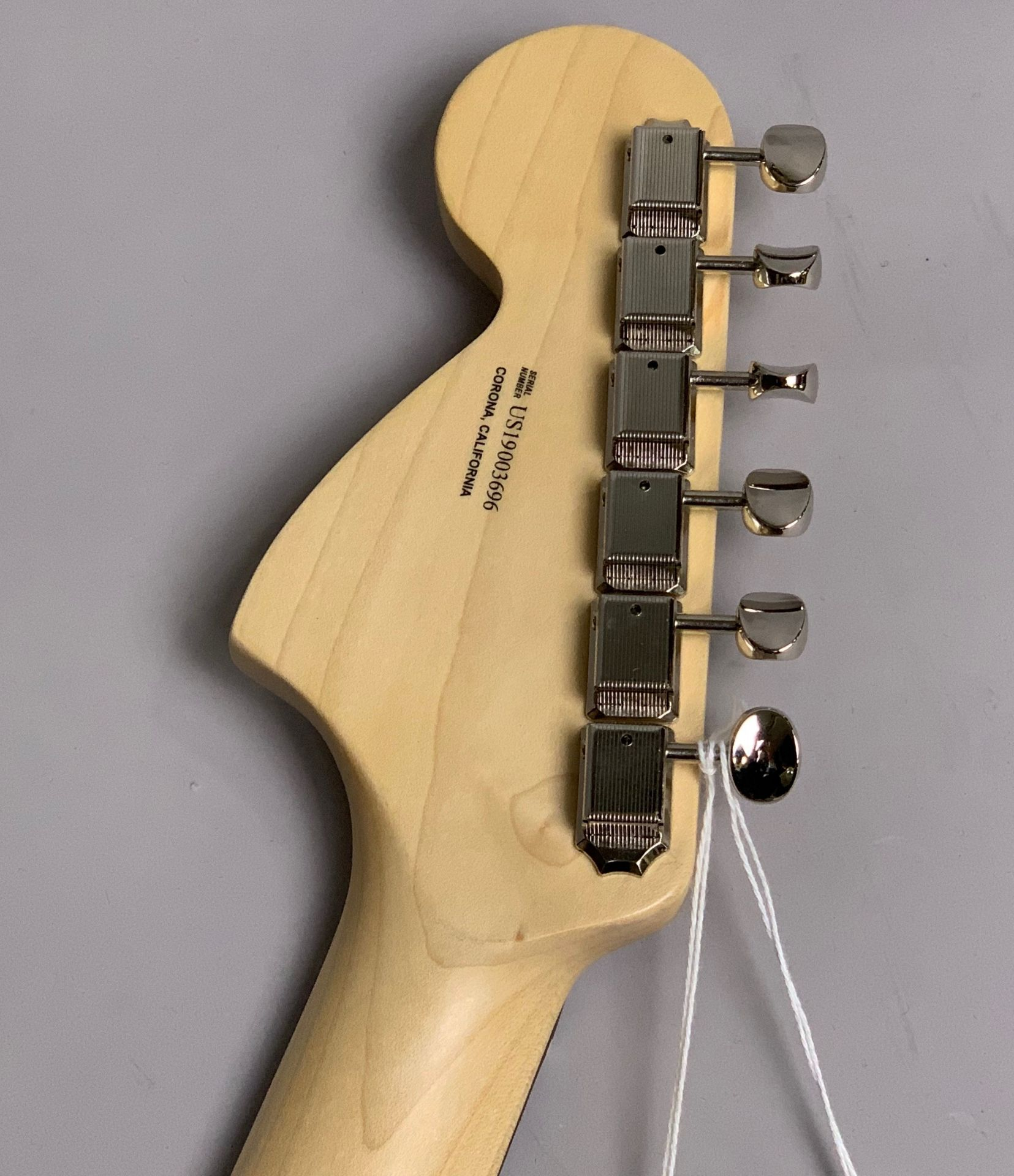 American Performer Stratocaster Rosewood Fingerboard Arctic Whiteの指板画像