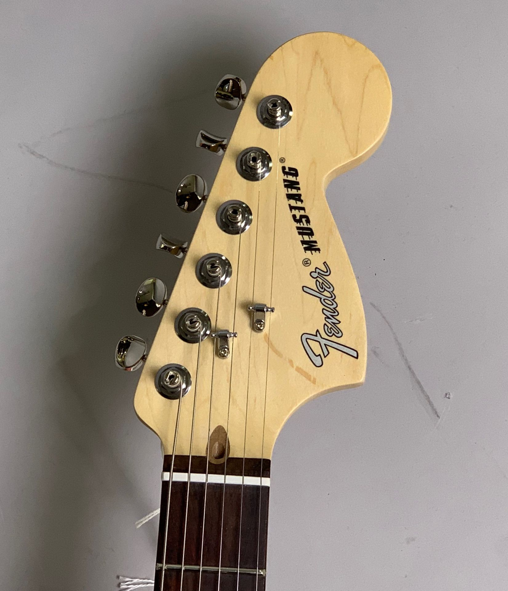 American Performer Mustang Rosewood Fingerboard Pennyのヘッド画像