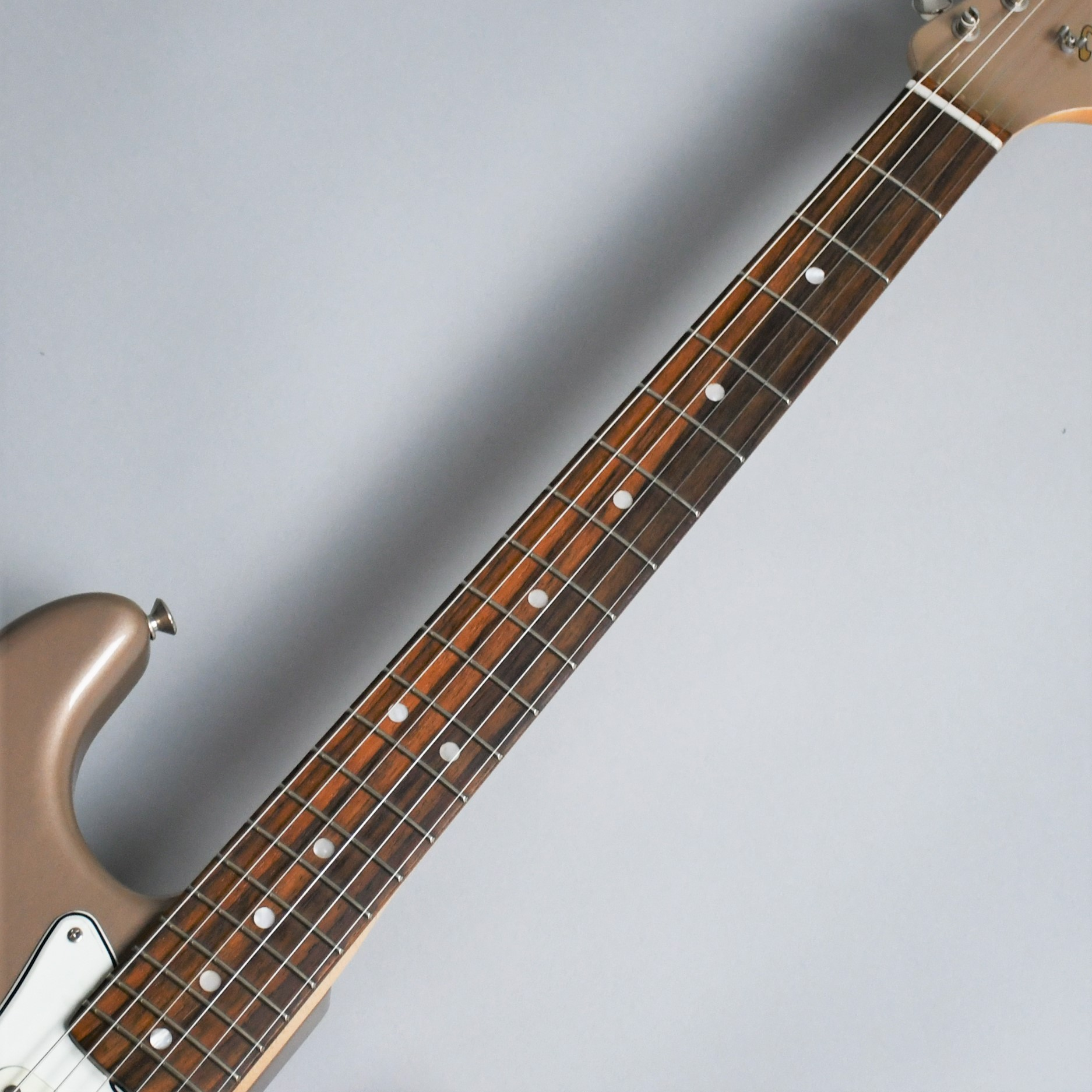 American Vintage 65 Stratocaster Round-Lam Rosewood Fingerboardのヘッド裏-アップ画像