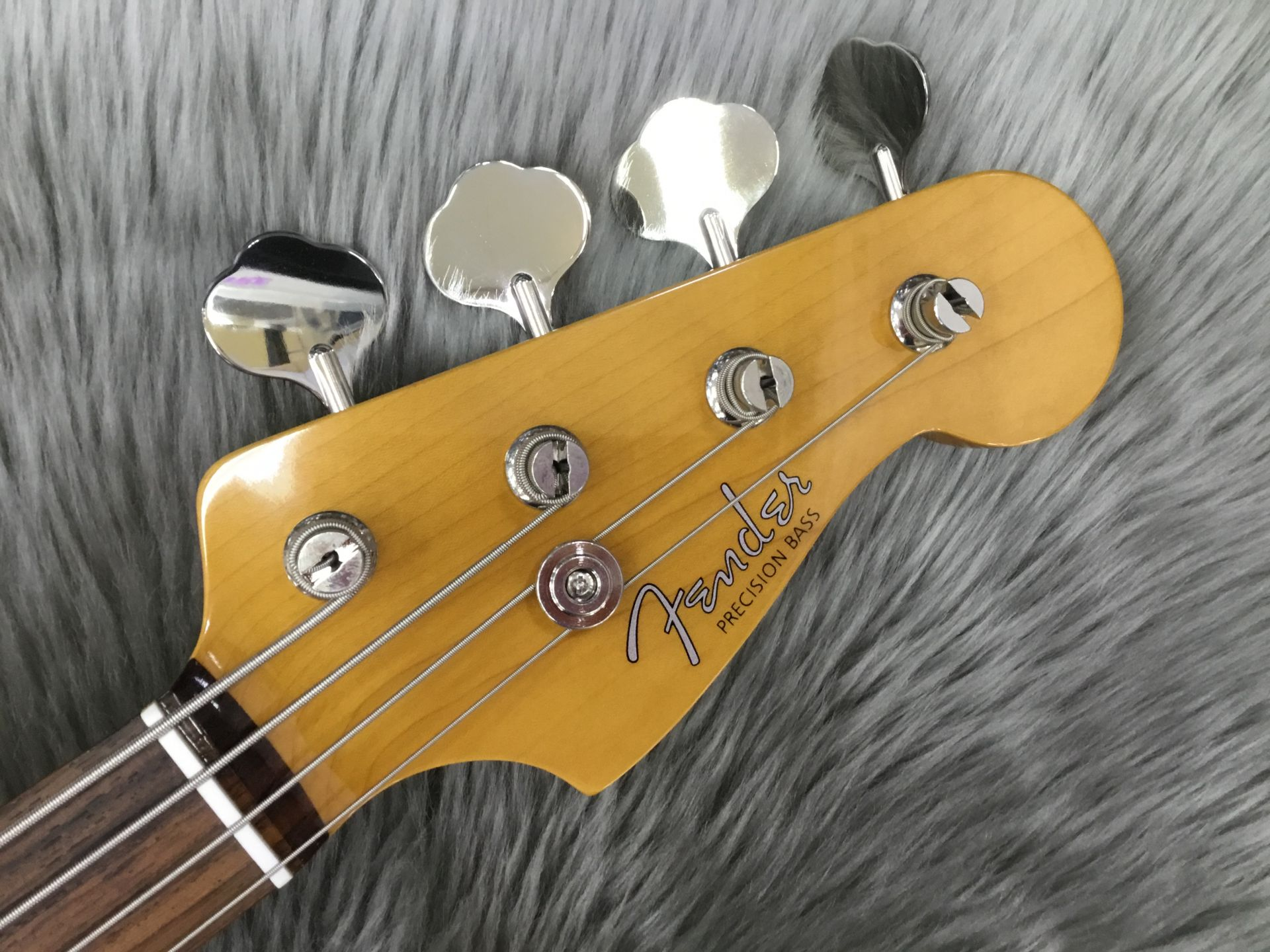 Made in Japan Traditional 60S Precision Bassのヘッド画像