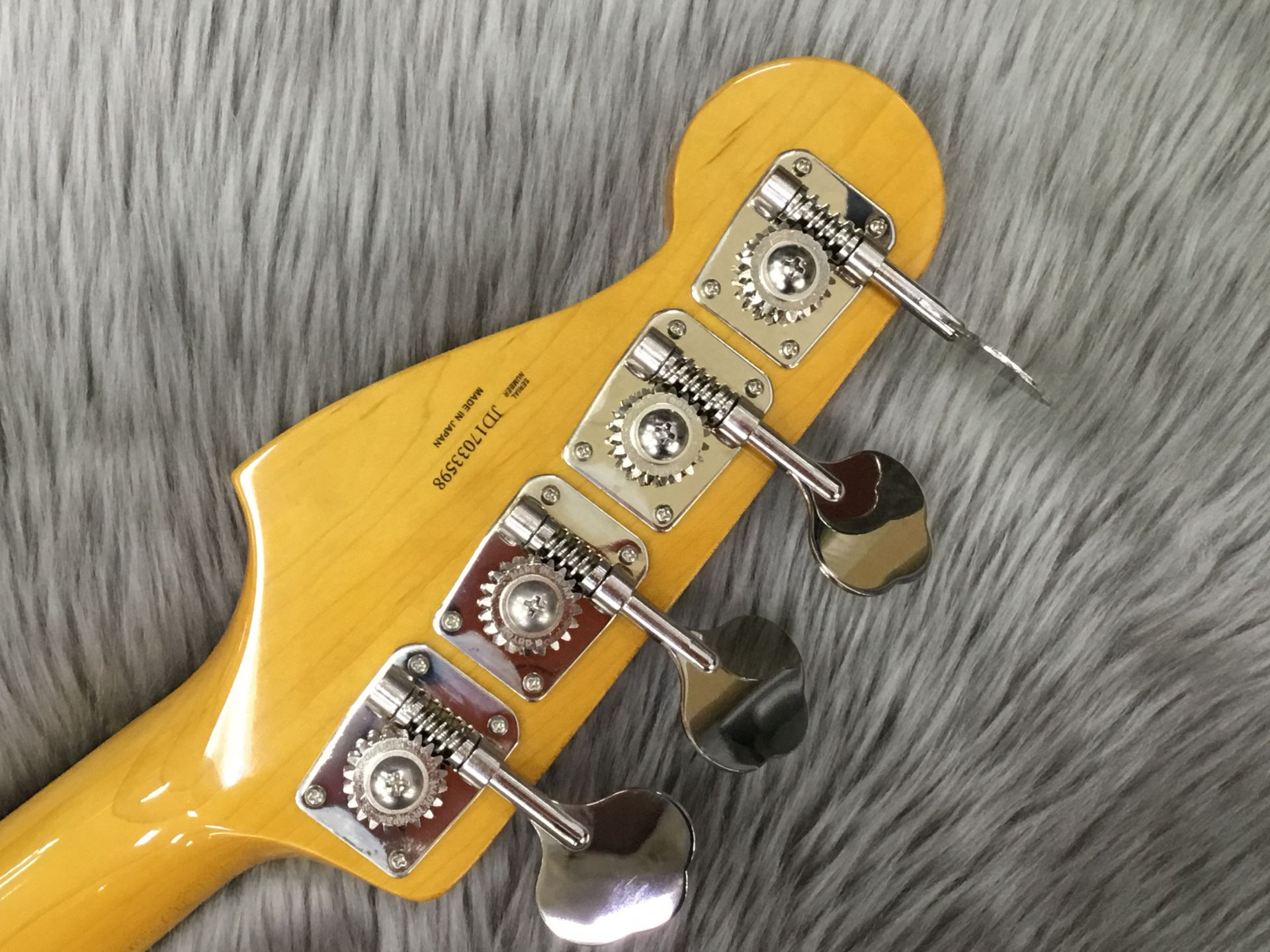Made in Japan Traditional 60S Precision Bassのヘッド裏-アップ画像