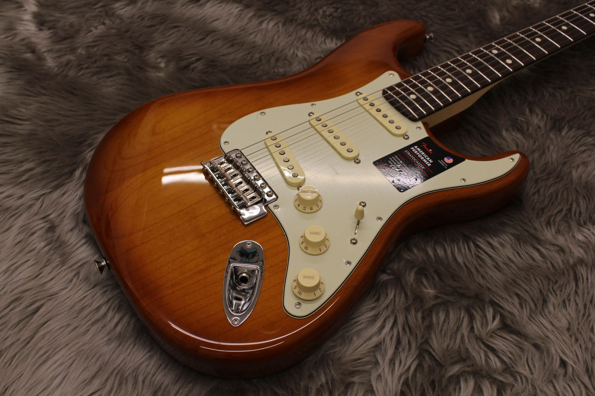 AMERICAN PERFORMER STRATOCASTERのボディトップ-アップ画像