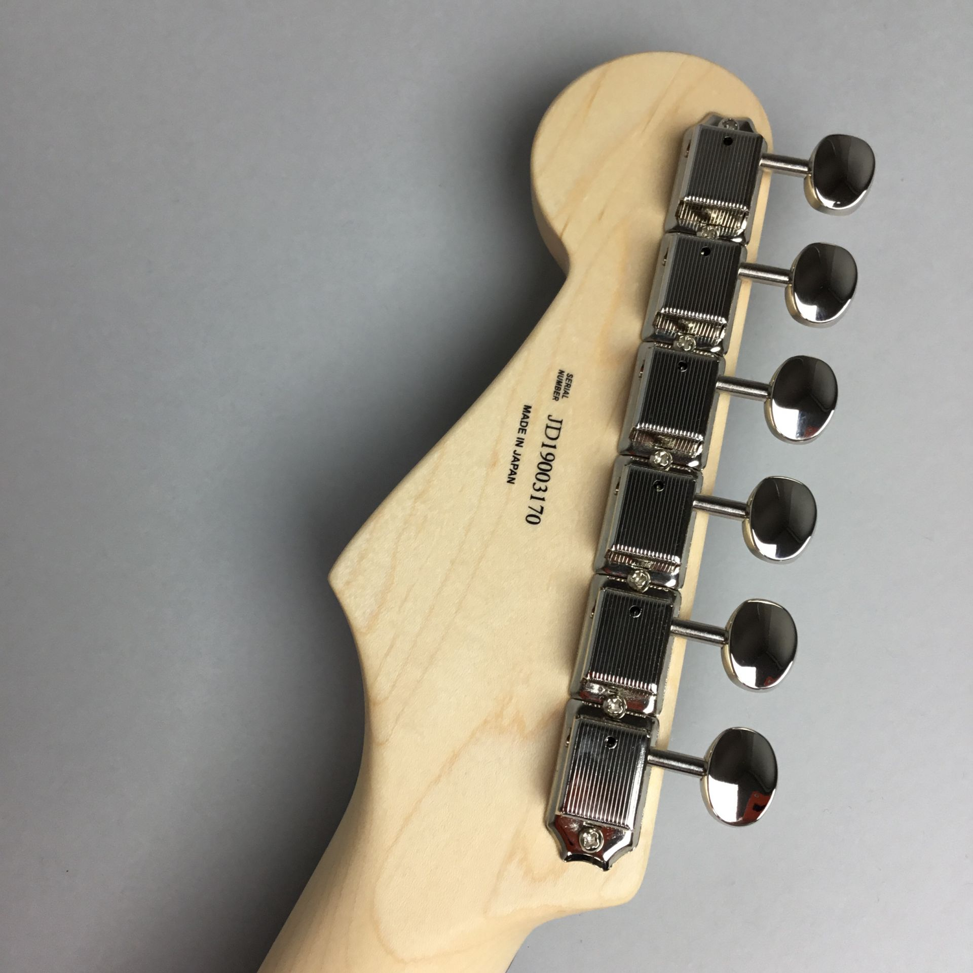 LIMITED EDITION AERODYNE CLASSIC STRATOCASTER® FLAME MAPLE TOPの指板画像