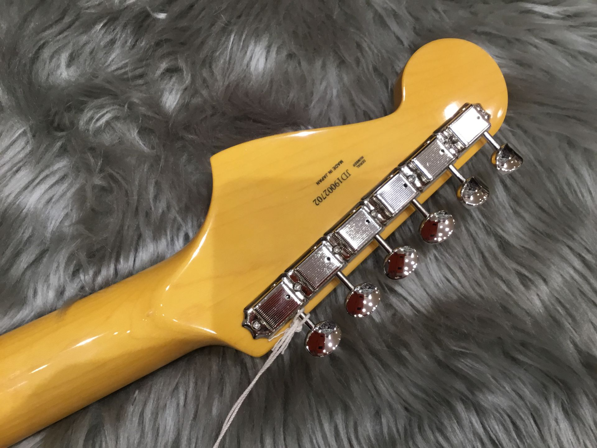 Maide In Japan TRADITIONAL 60S JAZZMASTERのヘッド裏-アップ画像