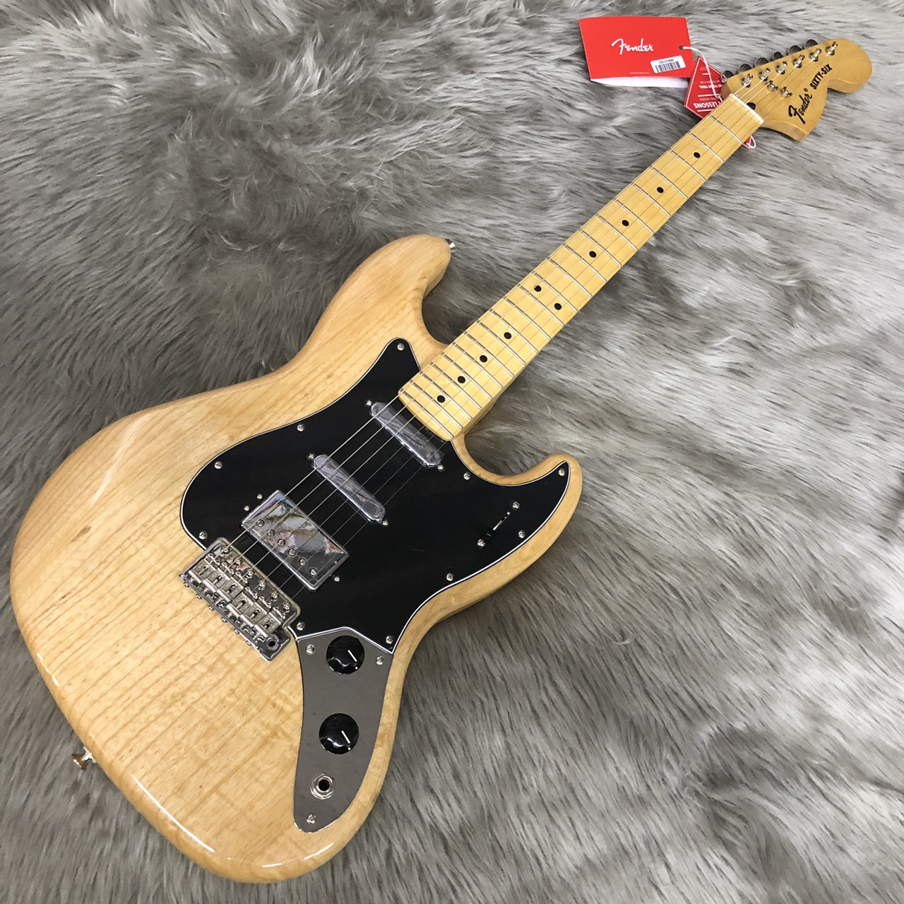 Fender  SIXTY-SIX MN 写真画像
