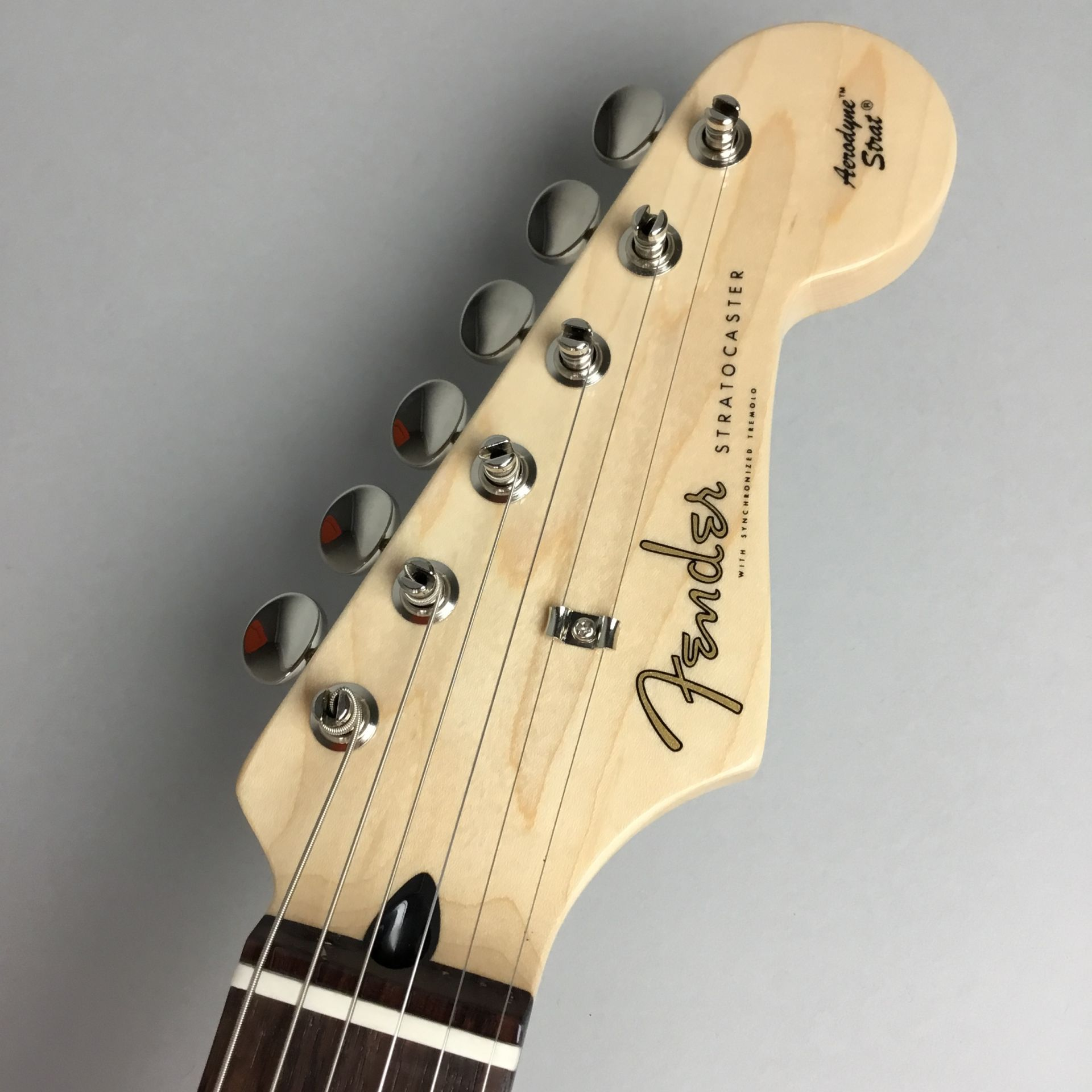 LIMITED EDITION AERODYNE CLASSIC STRATOCASTER® FLAME MAPLE TOPのヘッド画像