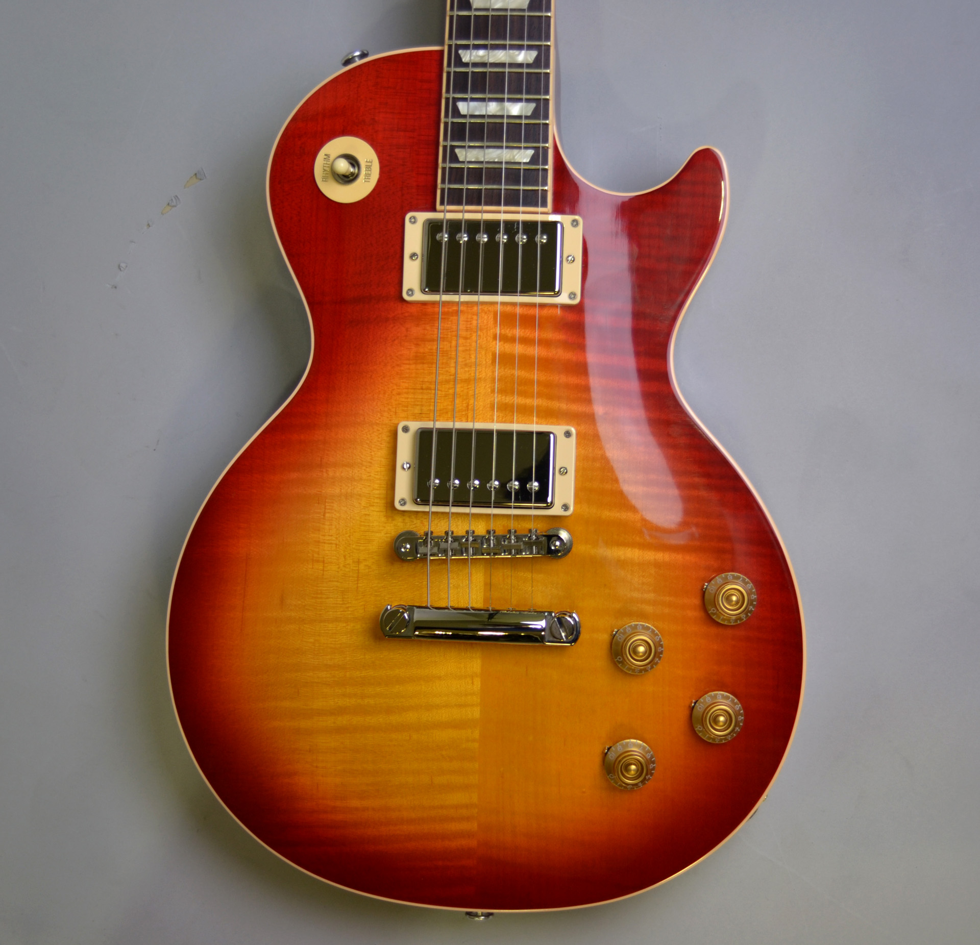 Les Paul Traditional 2019 Heritage Cherry Sunburstのヘッド裏-アップ画像