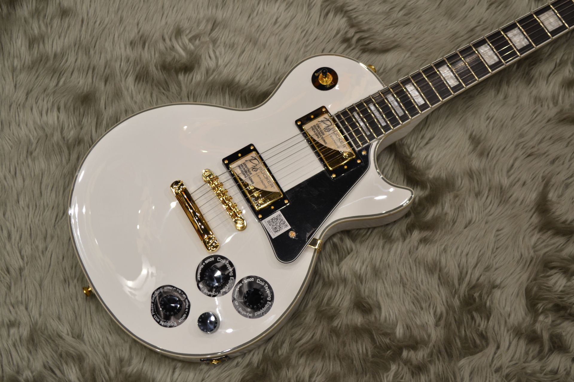 Les Paul CUSTOM PRO (ProBuckers&Coil-Tapping)のボディトップ-アップ画像