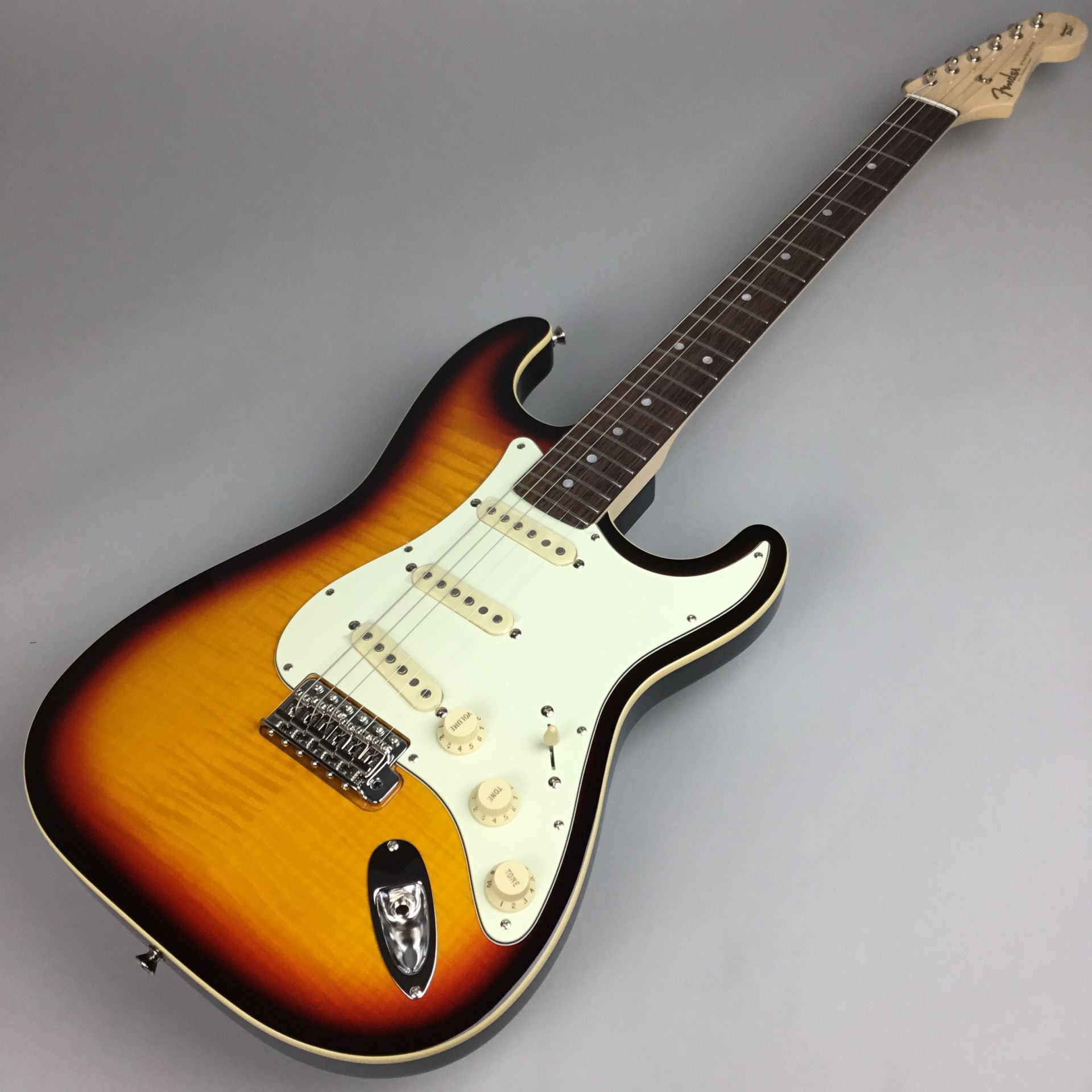 LIMITED EDITION AERODYNE CLASSIC STRATOCASTER® FLAME MAPLE TOPのボディトップ-アップ画像