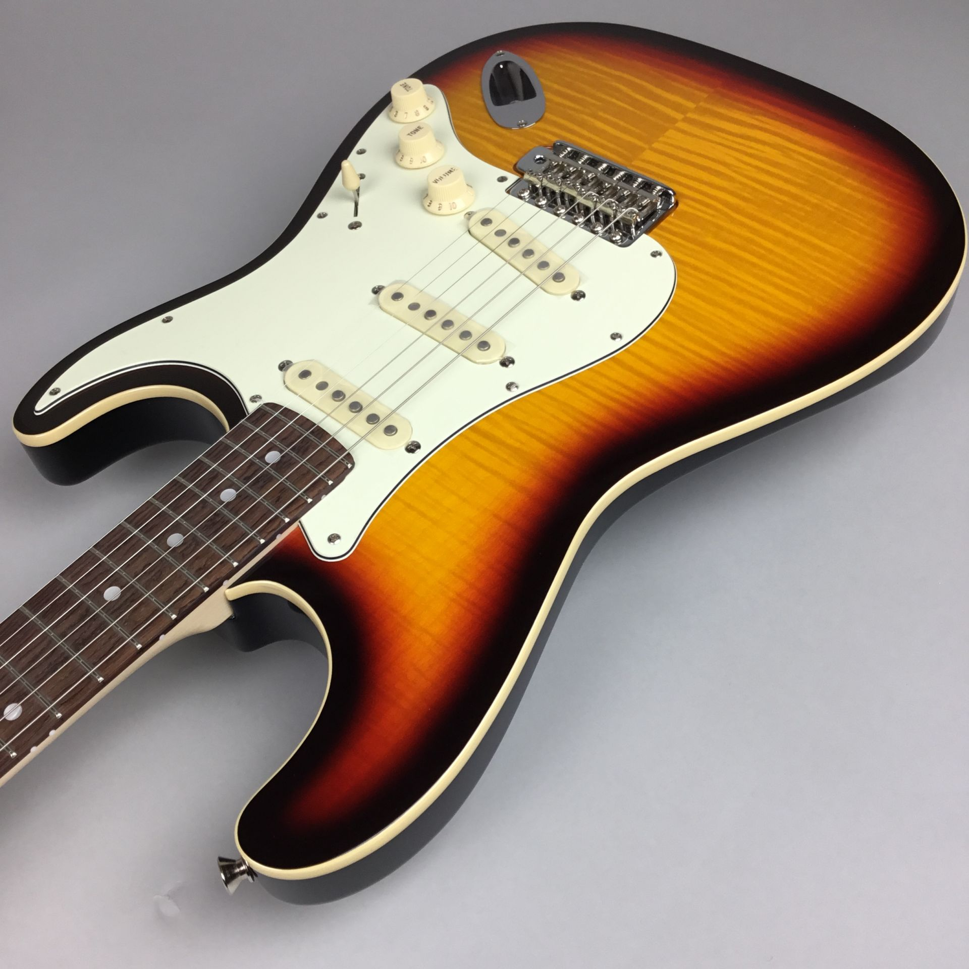 LIMITED EDITION AERODYNE CLASSIC STRATOCASTER® FLAME MAPLE TOPのケース・その他画像