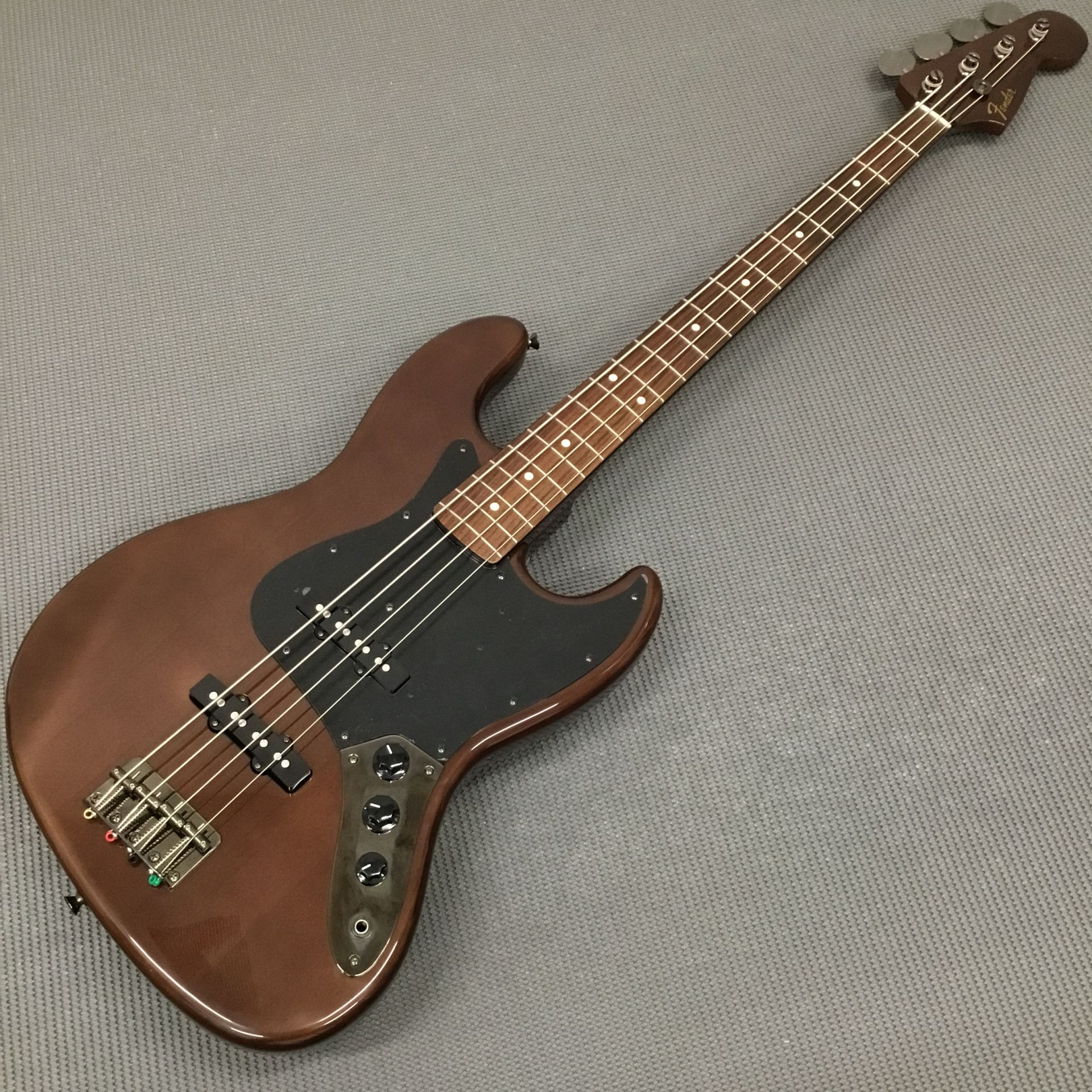 MADE IN JAPAN TRADITIONAL 60S JAZZ BASS WALNUTのボディトップ-アップ画像