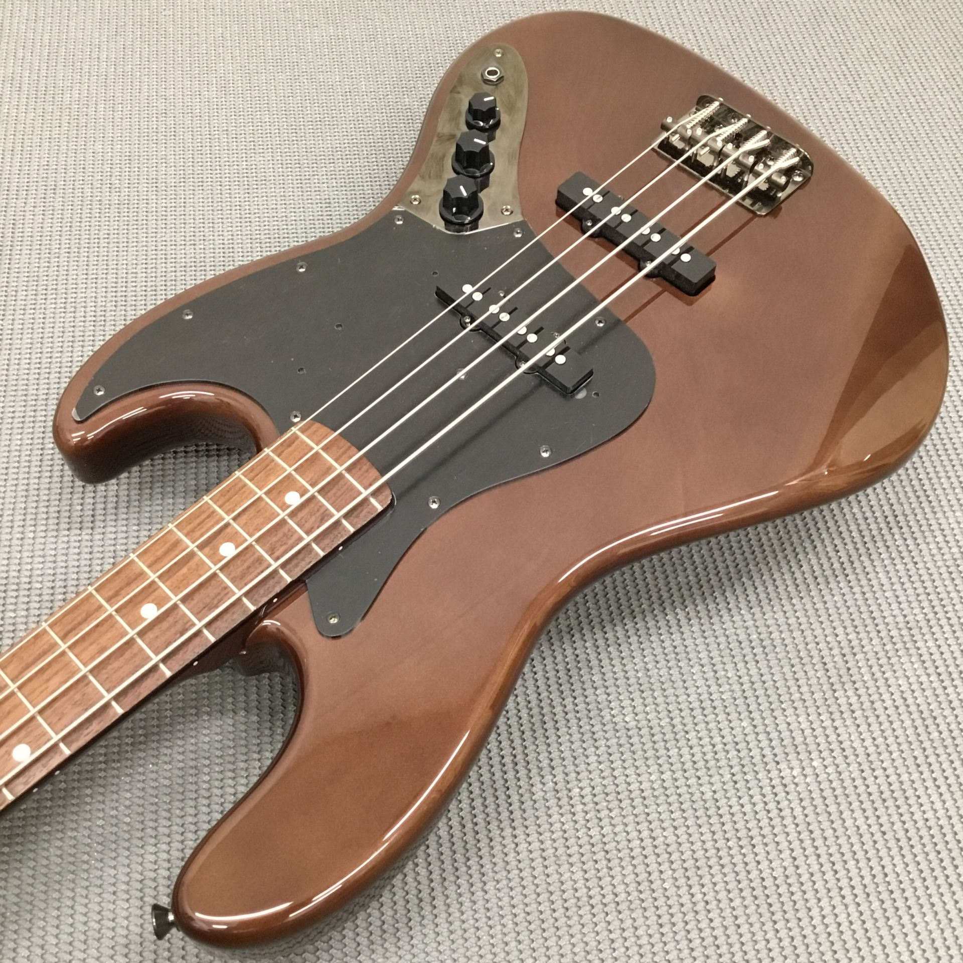 MADE IN JAPAN TRADITIONAL 60S JAZZ BASS WALNUTのケース・その他画像