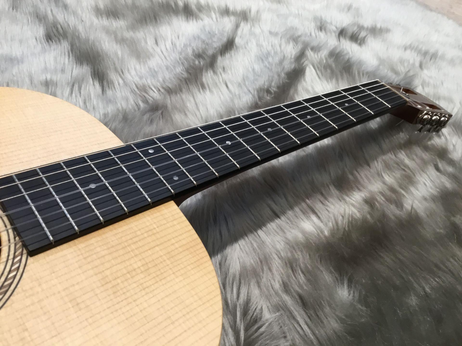 Academy 12e-Nylon – Taylor (Acoustic)の指板画像