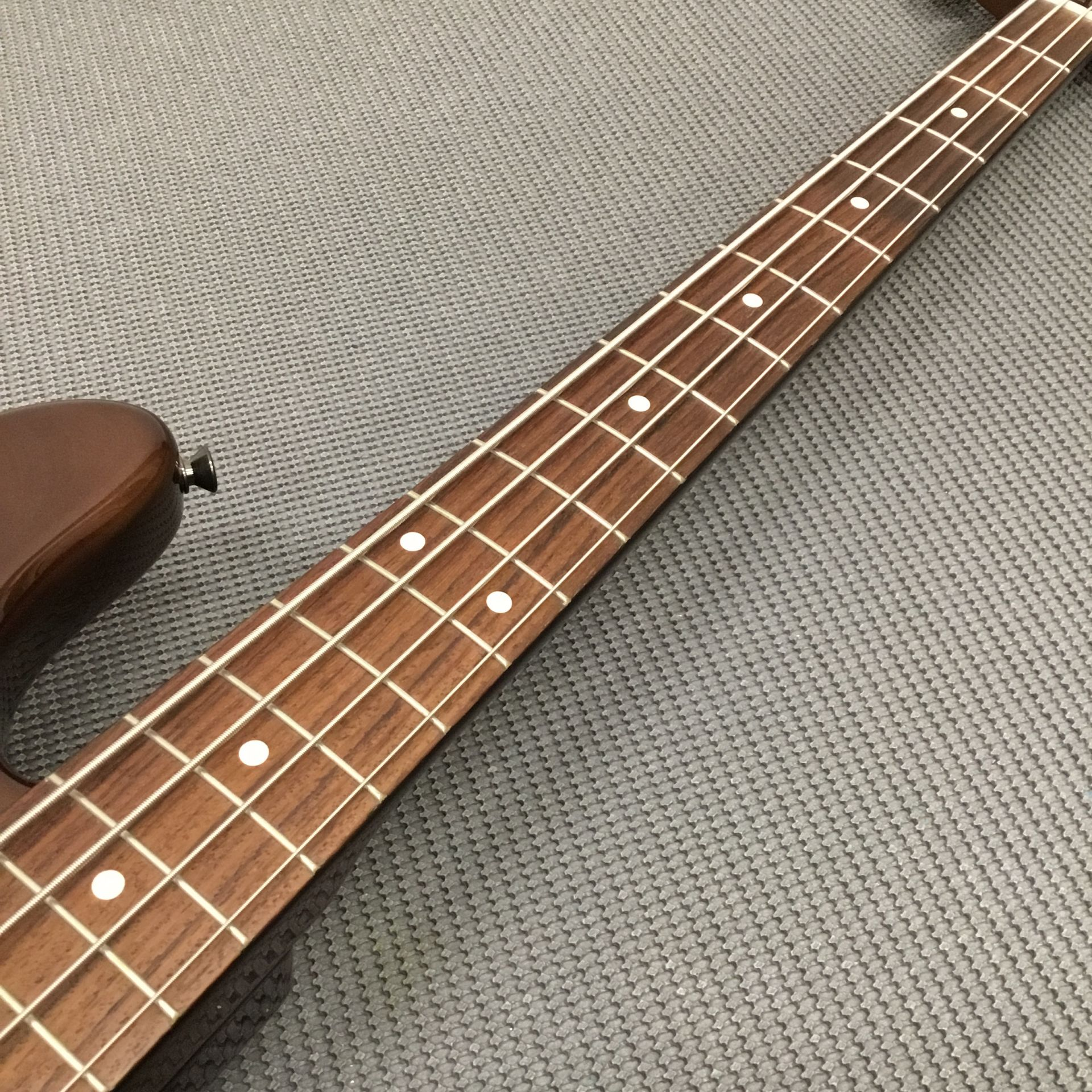 MADE IN JAPAN TRADITIONAL 60S JAZZ BASS WALNUTのボディバック-アップ画像