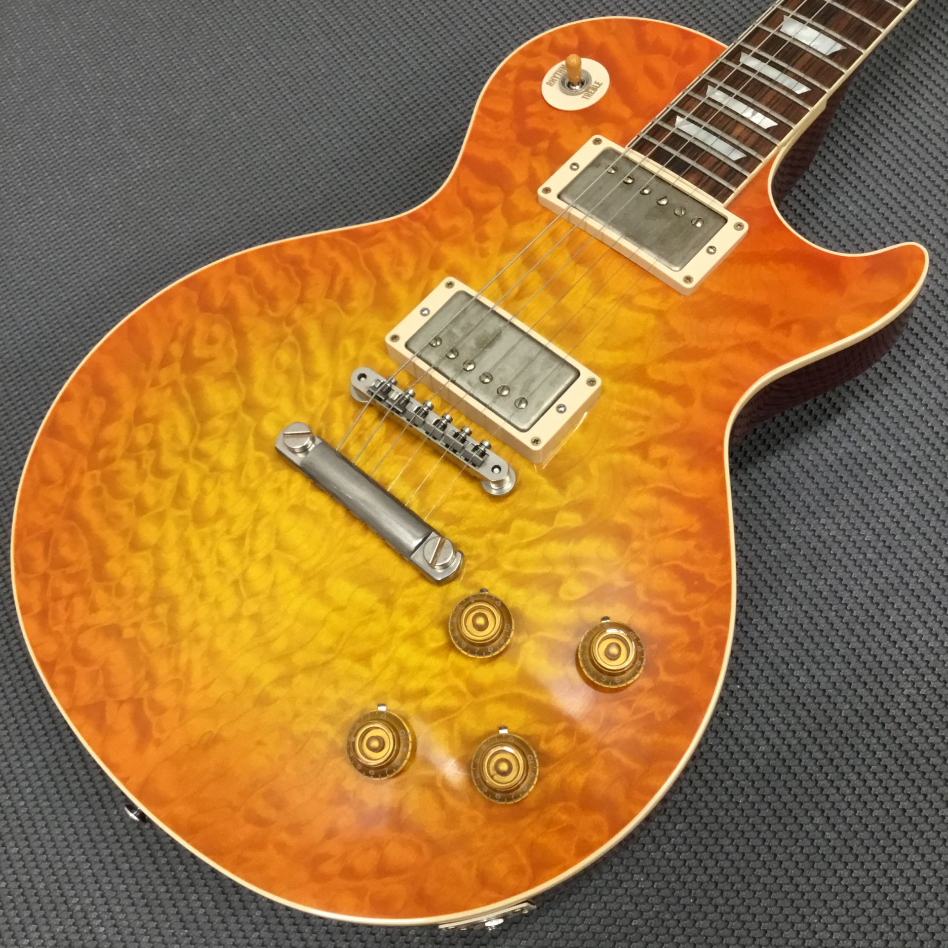 Standard Historic 1959 Les Paul 3AQ M2Mの全体画像