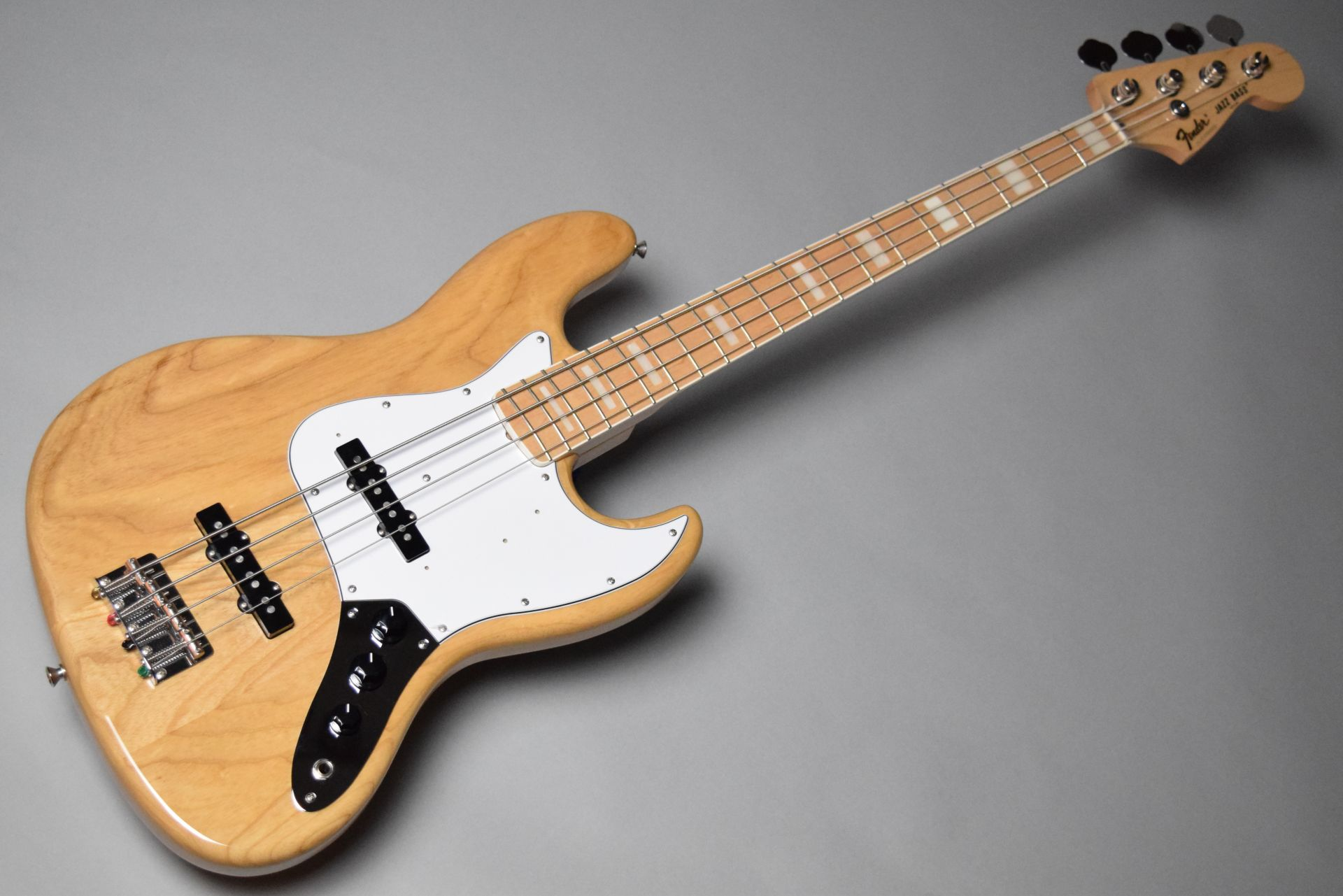 Japan Exclusive Classic 70s Jazz Bass Nat/Mのボディトップ-アップ画像
