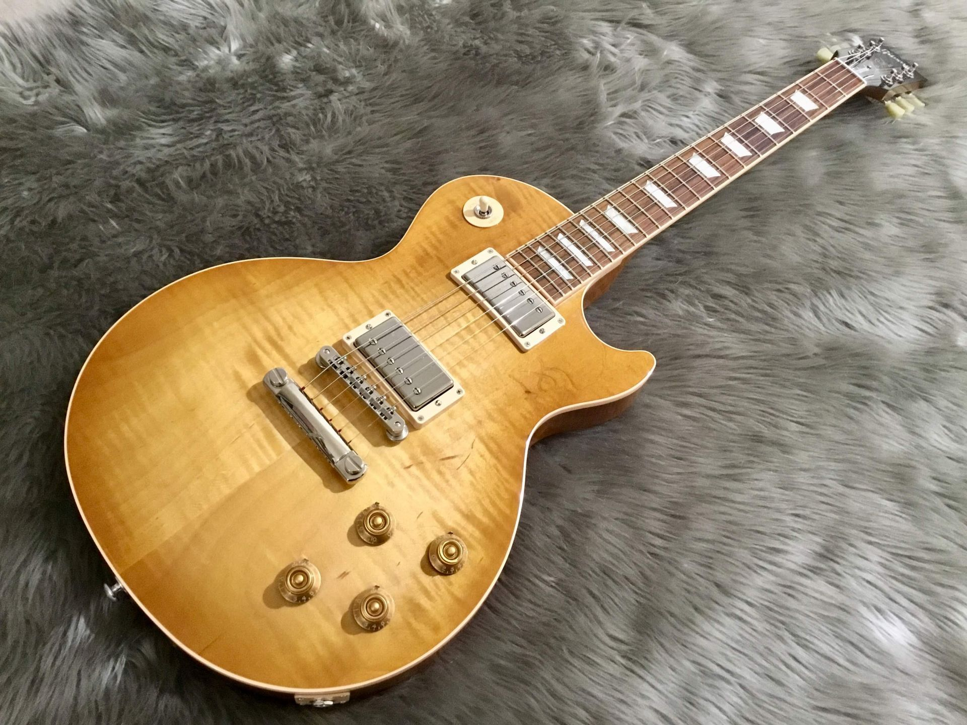 Les Paul Traditional 2018 Honey Burstの全体画像