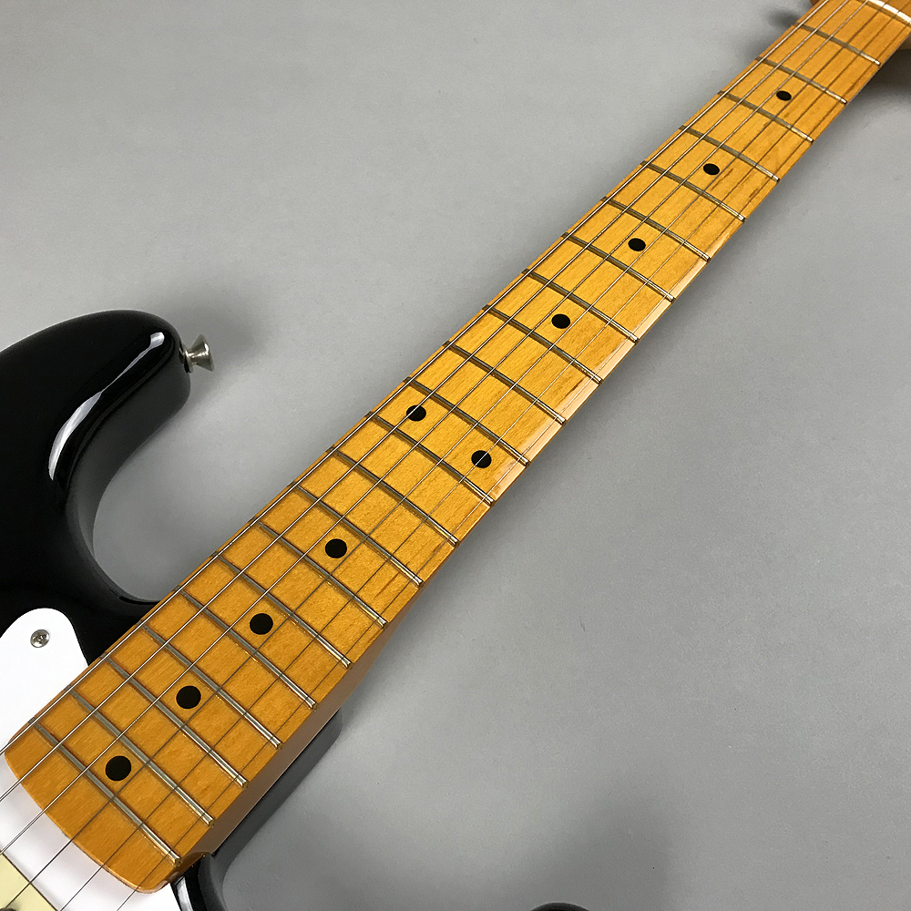 CLASSIC SERIES '50S STRATOCASTER® LACQUERの全体画像(縦)