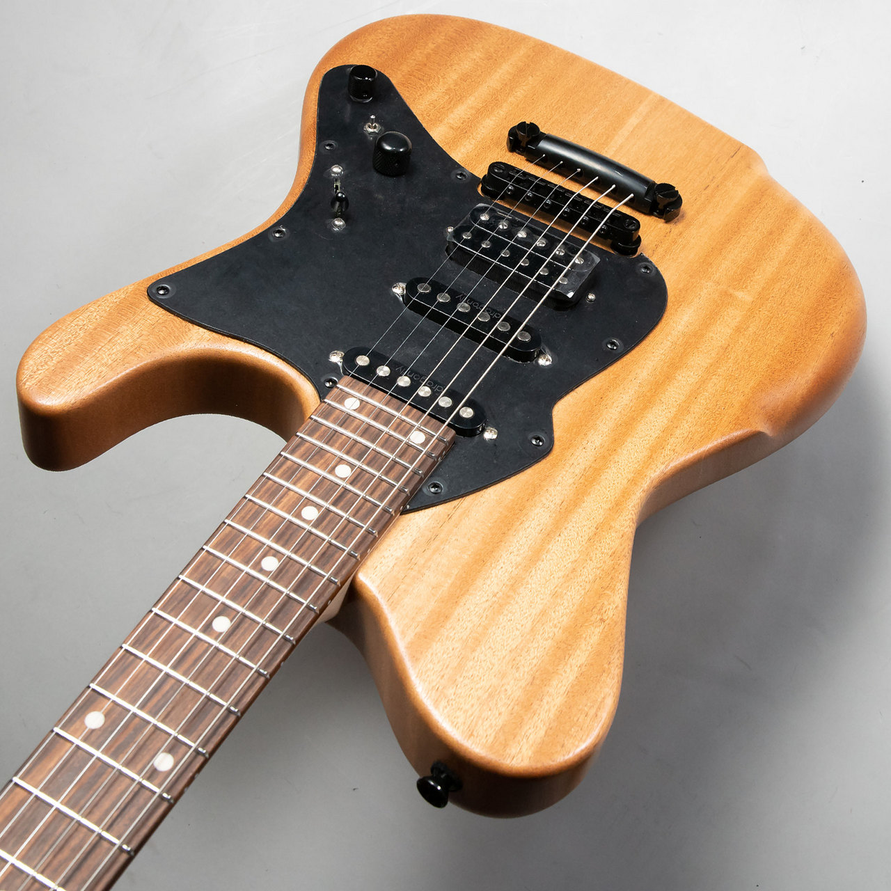 d-fly BD666 AFRICAN MAHOGANY 2P SSHのケース・その他画像
