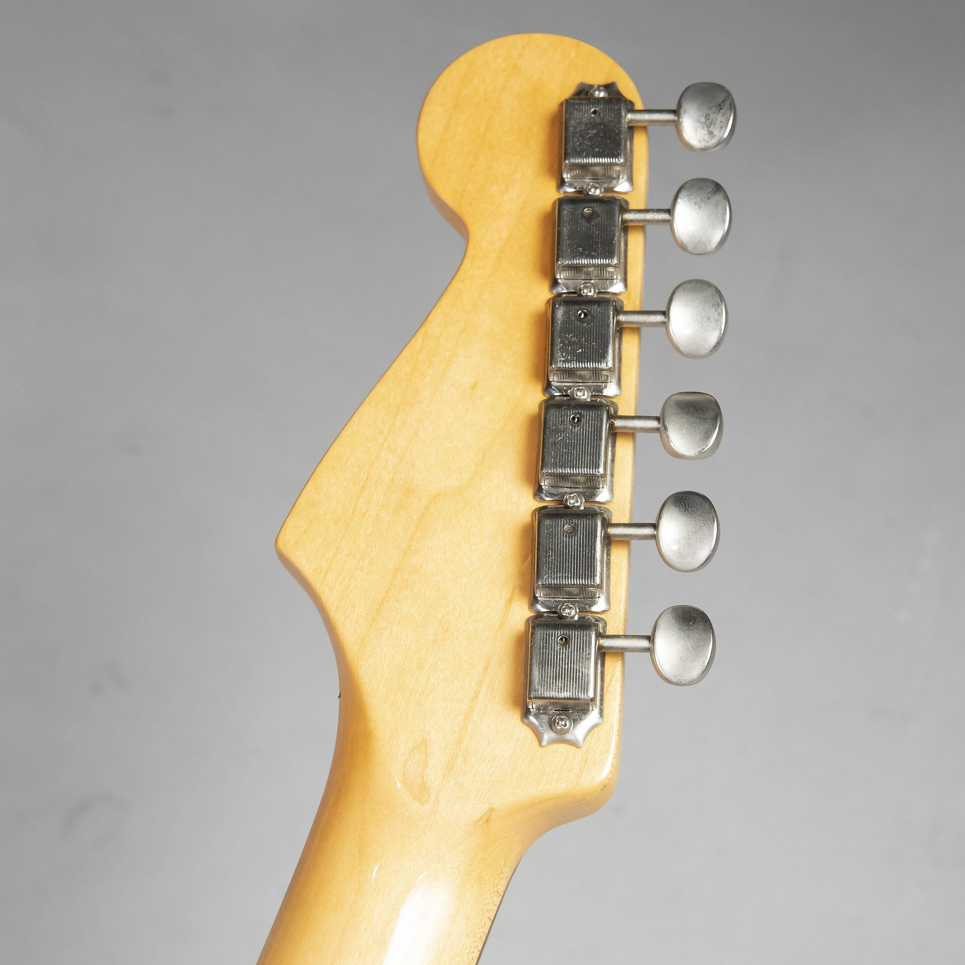 American Vintage 62 Stratocaster Thin Lacquerのヘッド裏-アップ画像