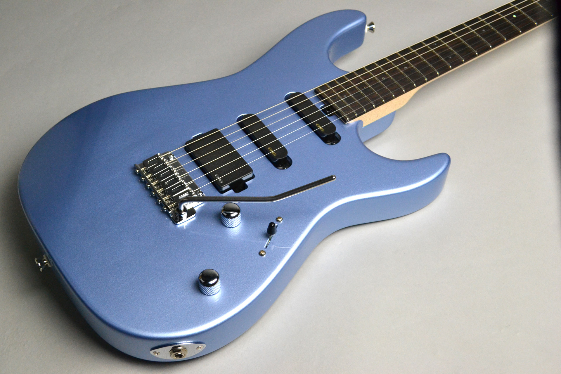 "Dinky-ST22 SSH/EMG ""S""Limited Blue Ice Metallic【島村楽器コラボモデル】のボディトップ-アップ画像"