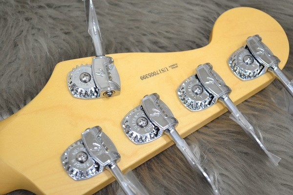 American Professional Precision Bass V Maple Fingerboardのヘッド裏-アップ画像