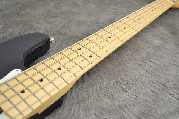 American Professional Precision Bass V Maple Fingerboardの指板画像