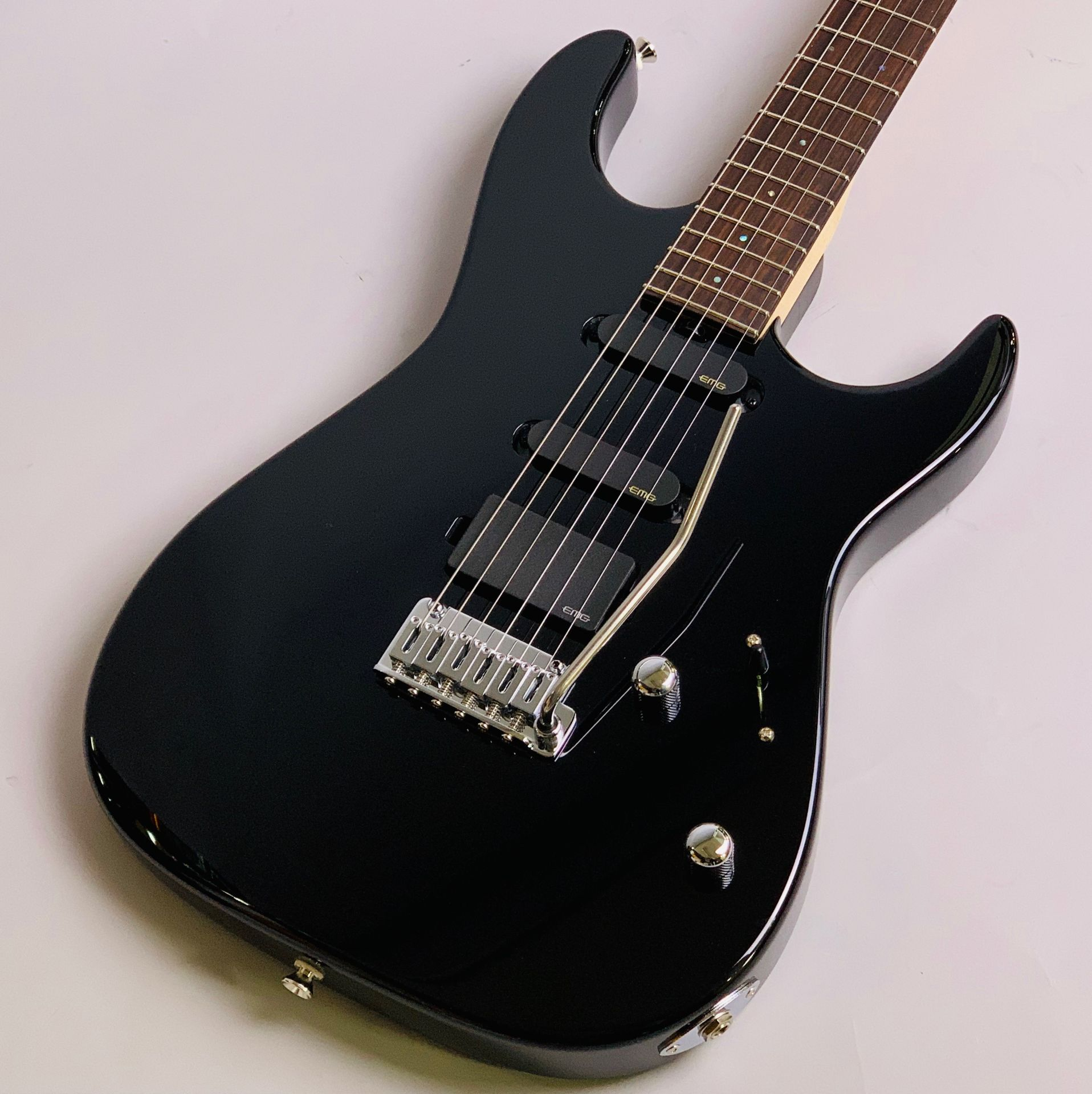 "Dinky-ST22 SSH/EMG ""S""Limited Black【島村楽器コラボモデル】のボディトップ-アップ画像"