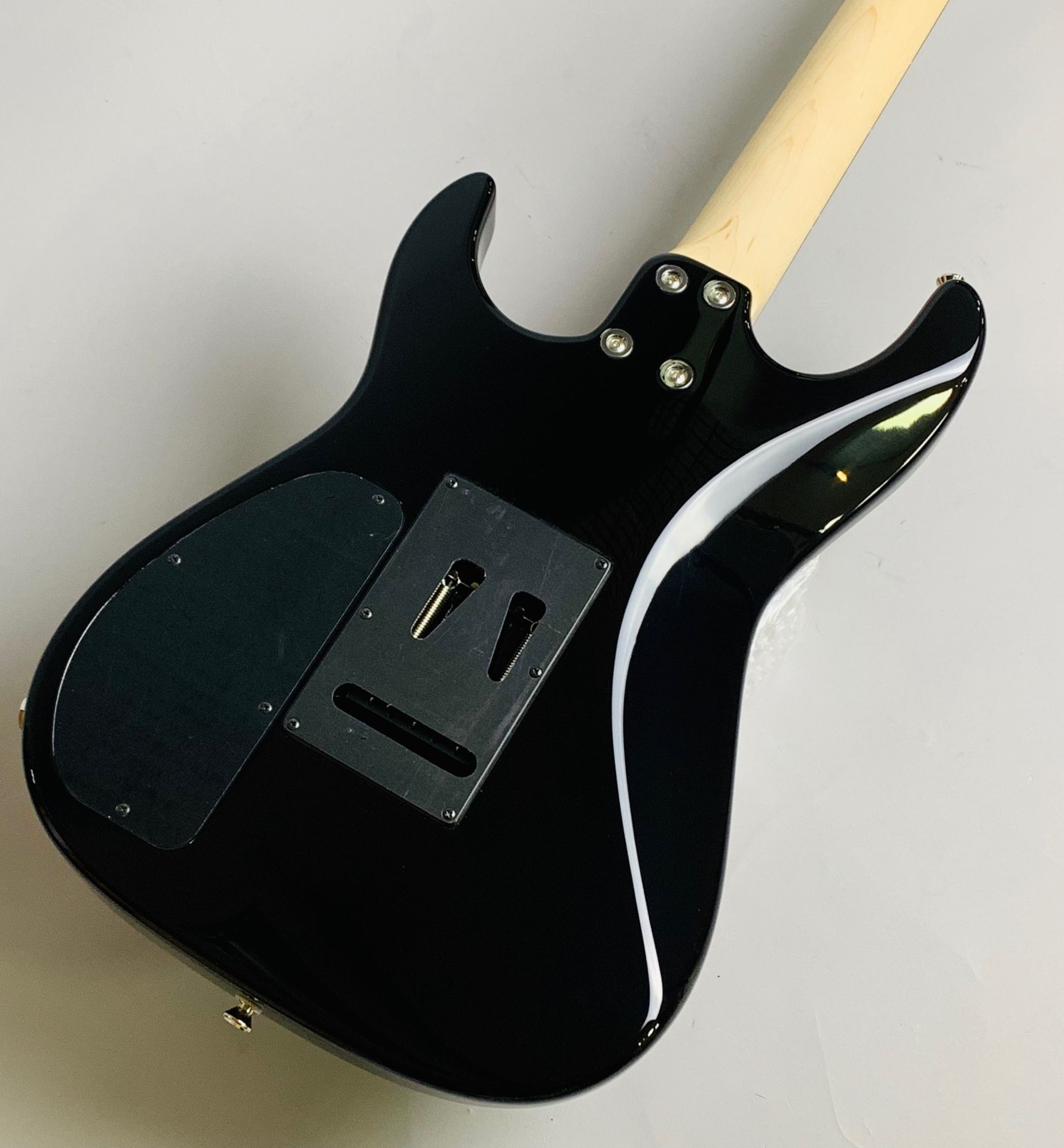 "Dinky-ST22 SSH/EMG ""S""Limited Black【島村楽器コラボモデル】のヘッド裏-アップ画像"