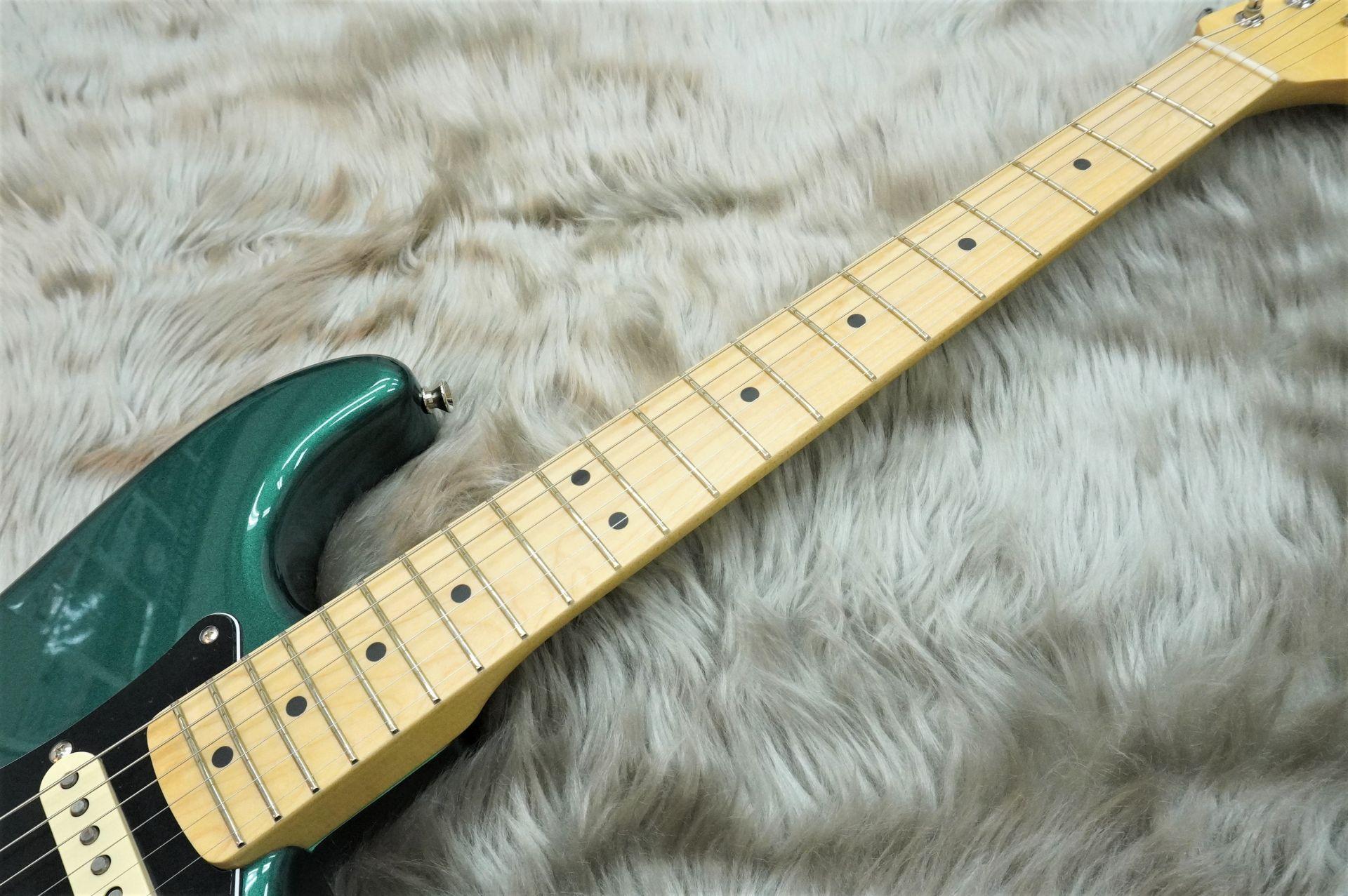 Made In Japan HYBRID 68s STRATの全体画像(縦)