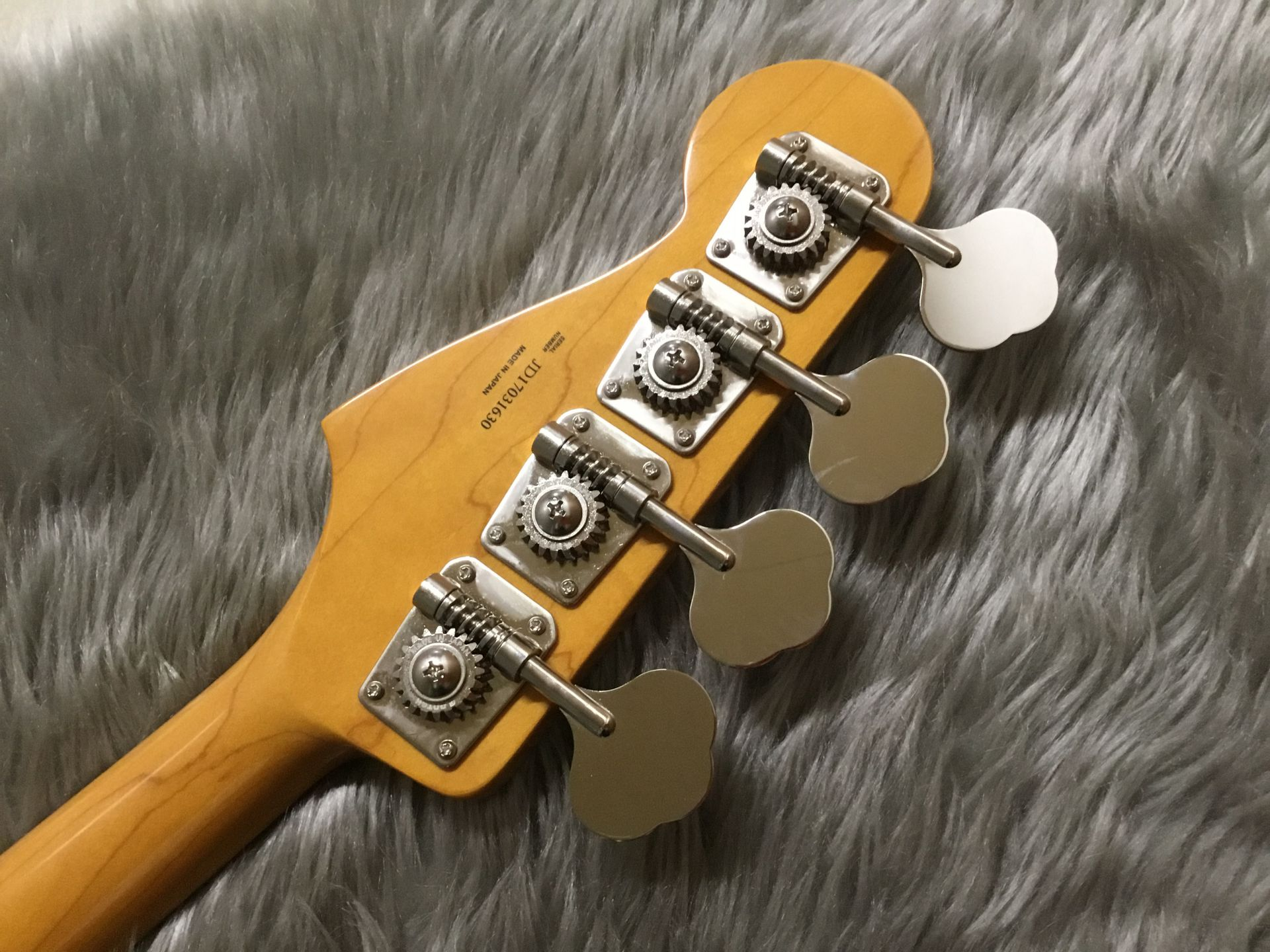 MADE IN JAPAN TRADITIONAL 60S JAZZ BASS®SFGのヘッド裏-アップ画像