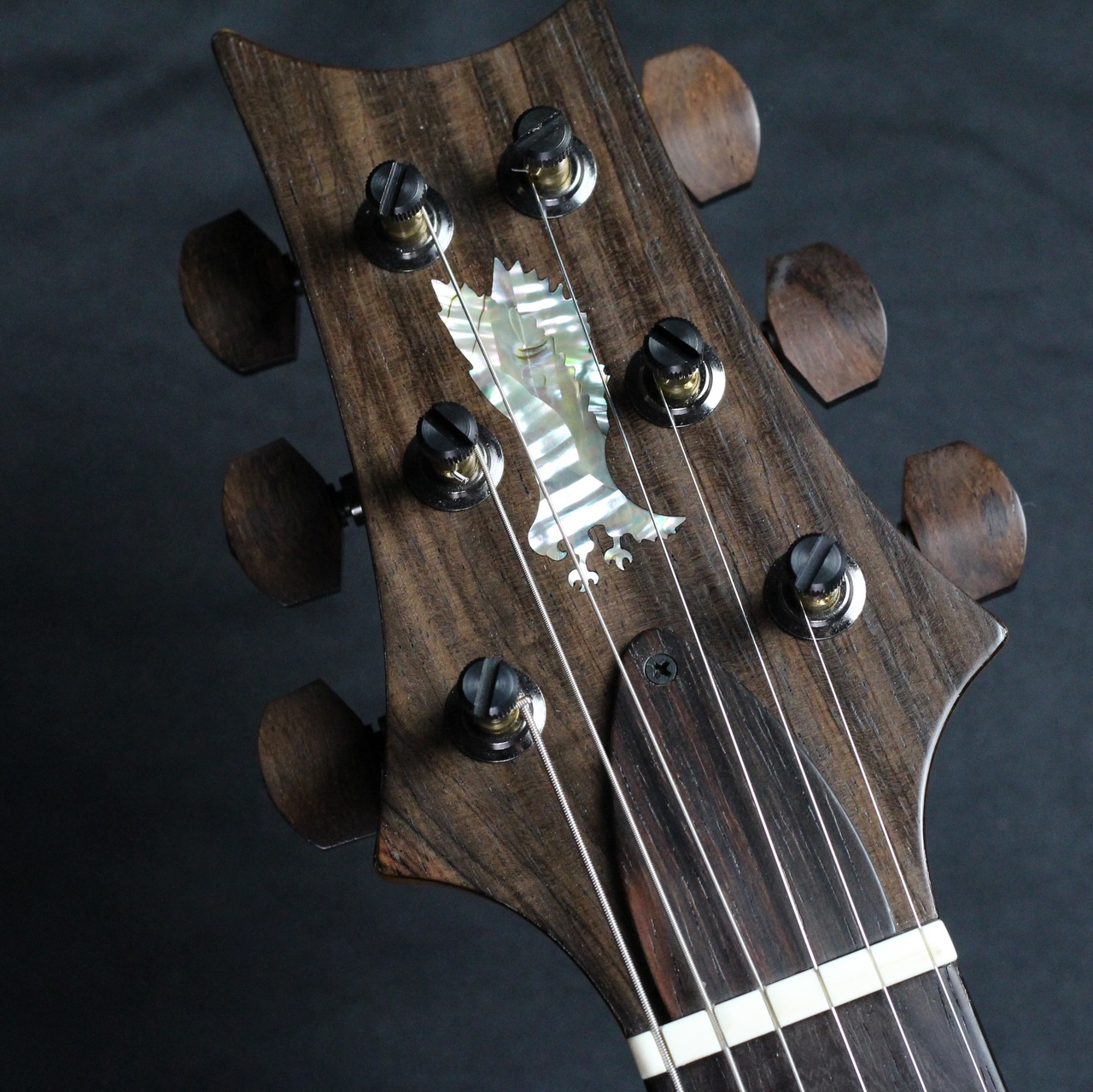 Private Stock Modern Eagle V Limited/McCarty Glowの全体画像(縦)