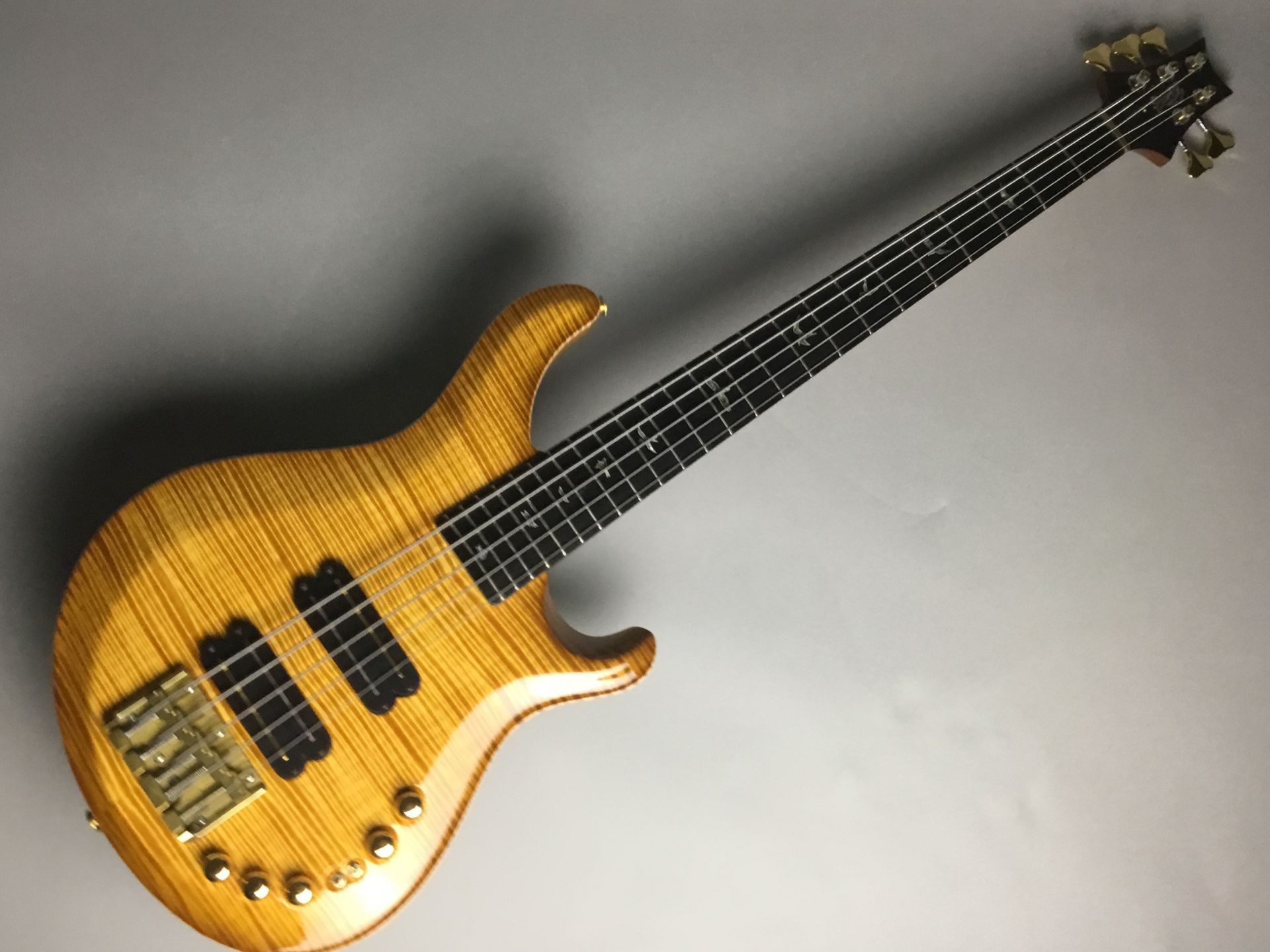 Private Stock GRAINGER BASS Faded McCartyのボディトップ-アップ画像