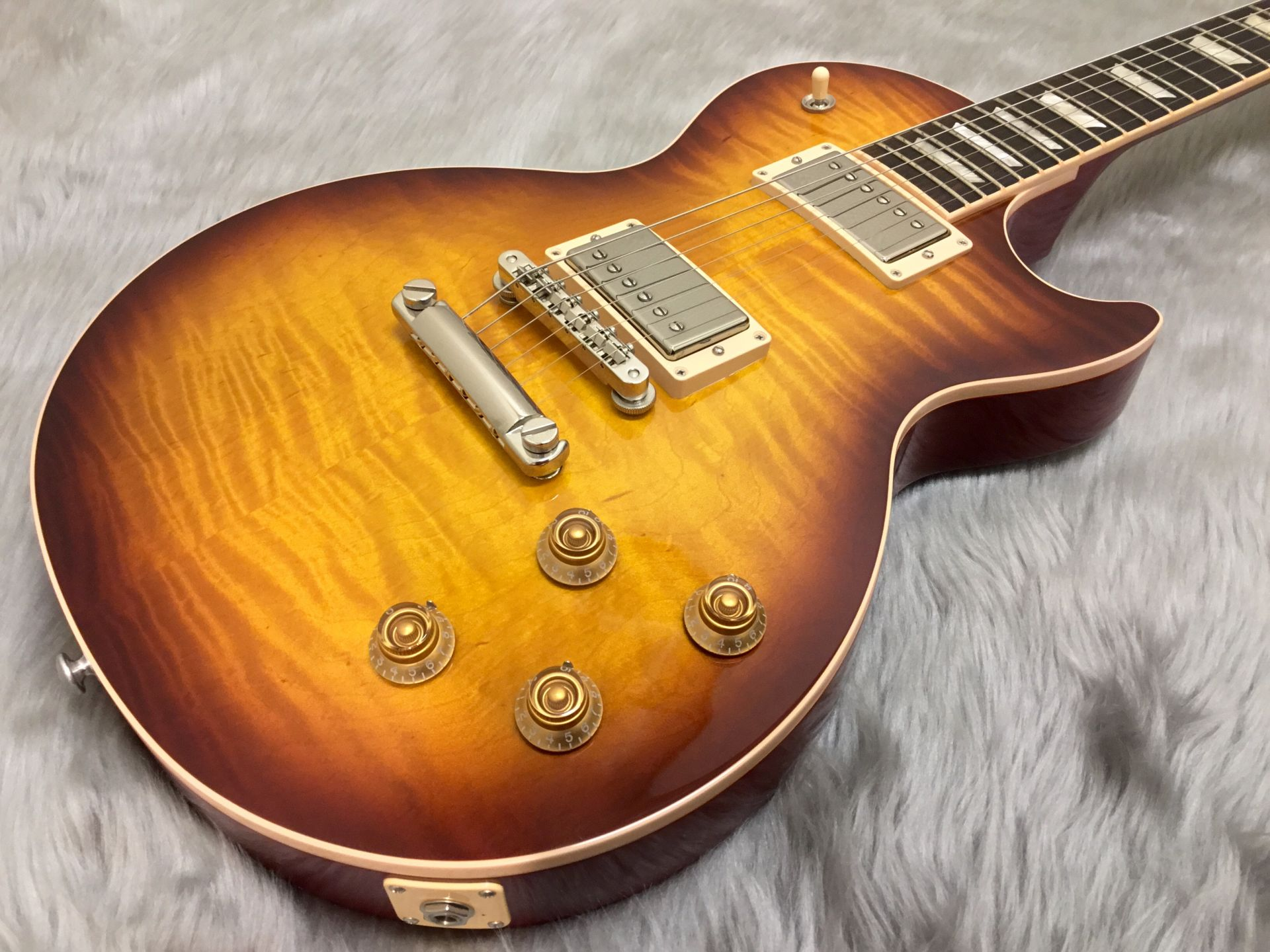 Gibson Les Paul Traditional 2017 T Limited Iced Tea Burstのボディトップ-アップ画像