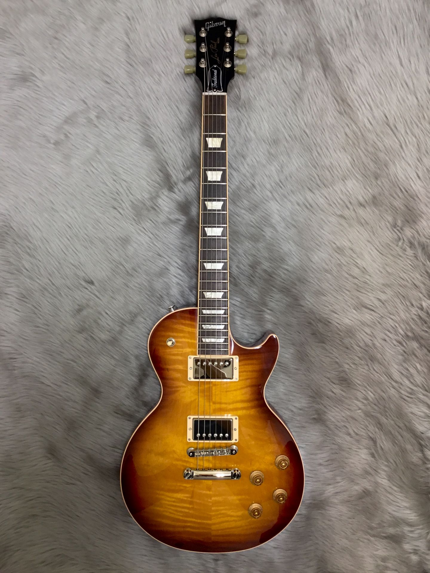 Gibson Les Paul Traditional 2017 T Limited Iced Tea Burstの全体画像(縦)