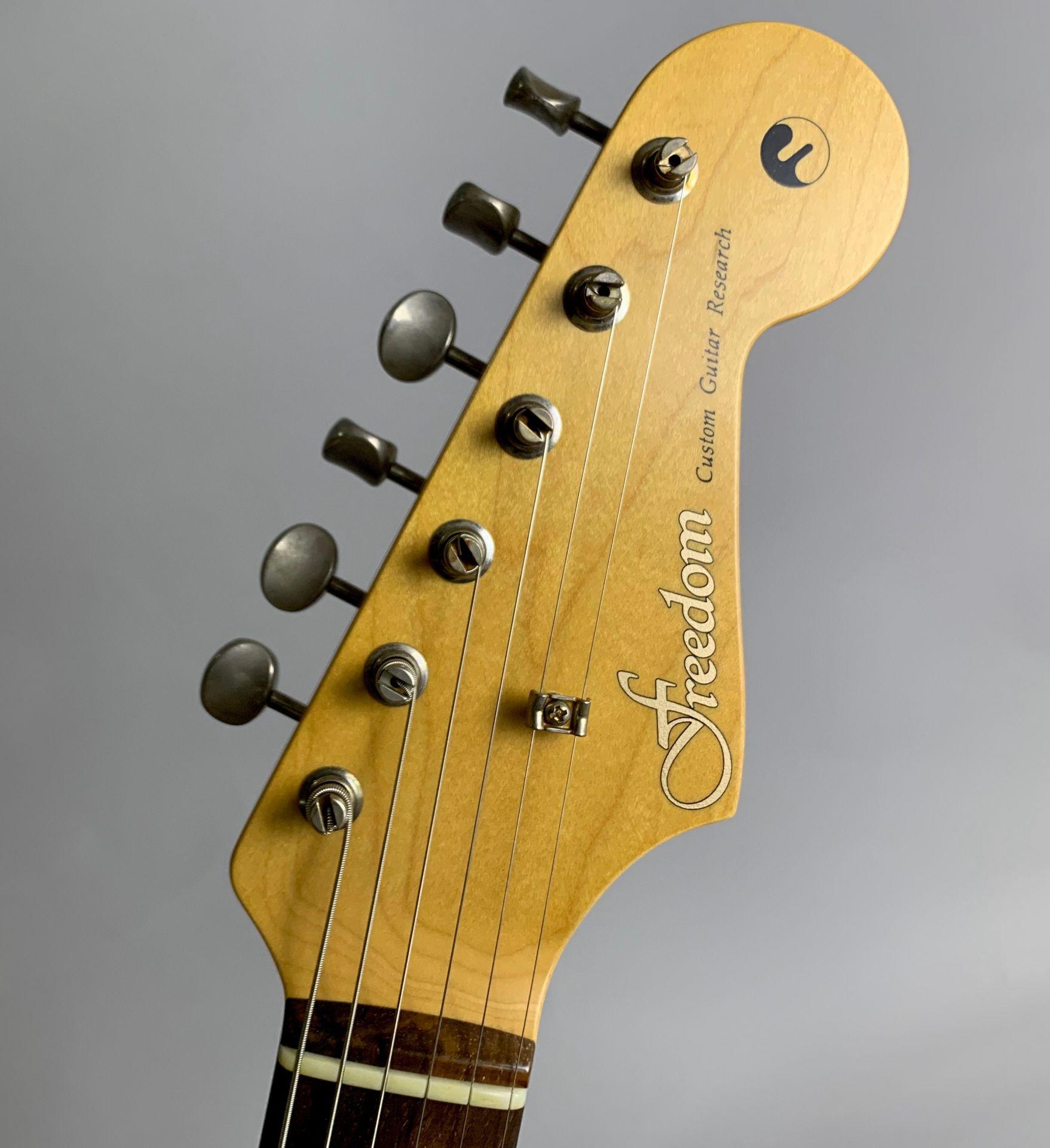Retrospective ST Jacaranda Sonic Blue ハカランダ指板/ Playedパーツのヘッド裏-アップ画像