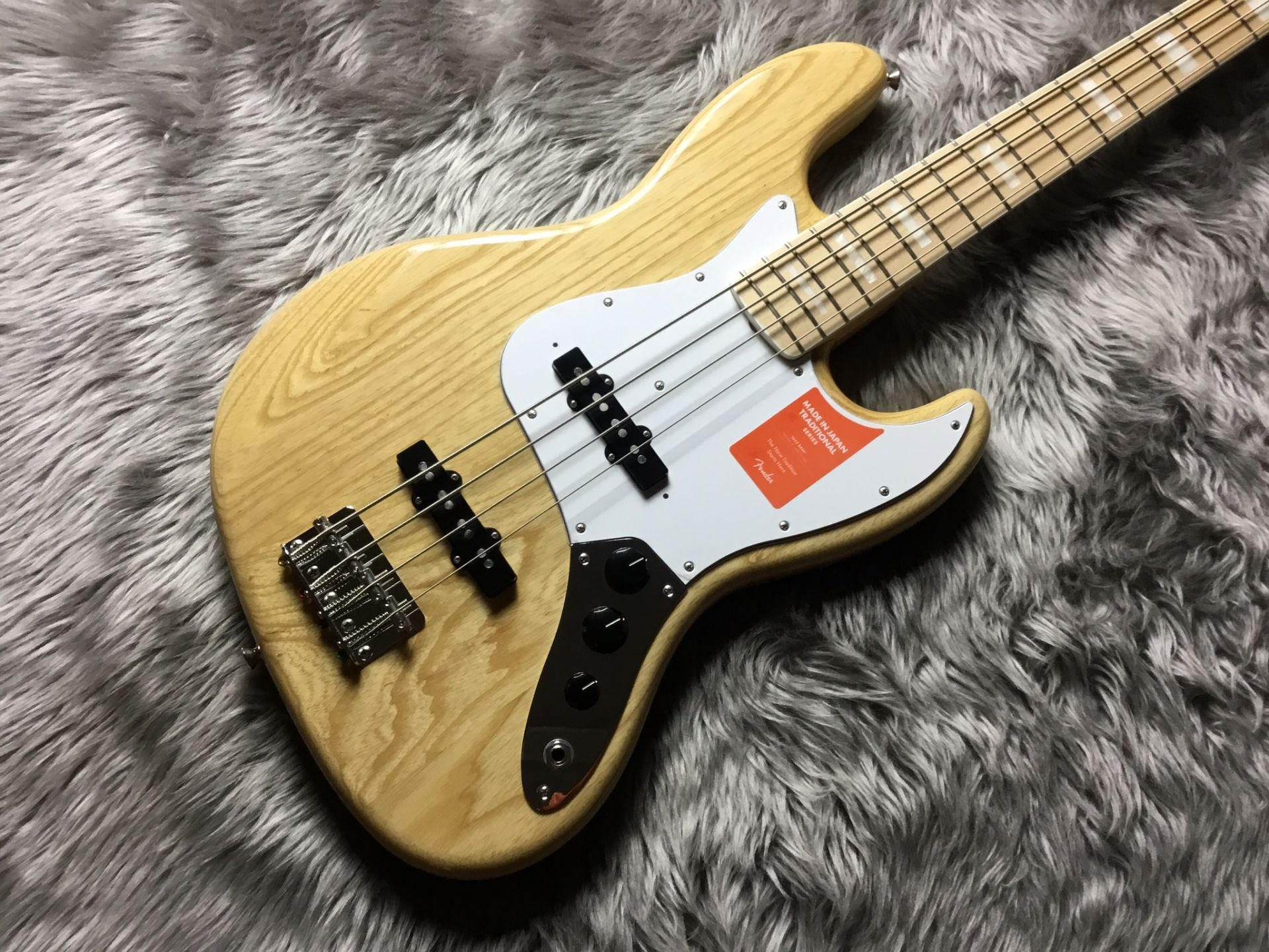 Fender  TRAD 70S JAZZ BASS 写真画像