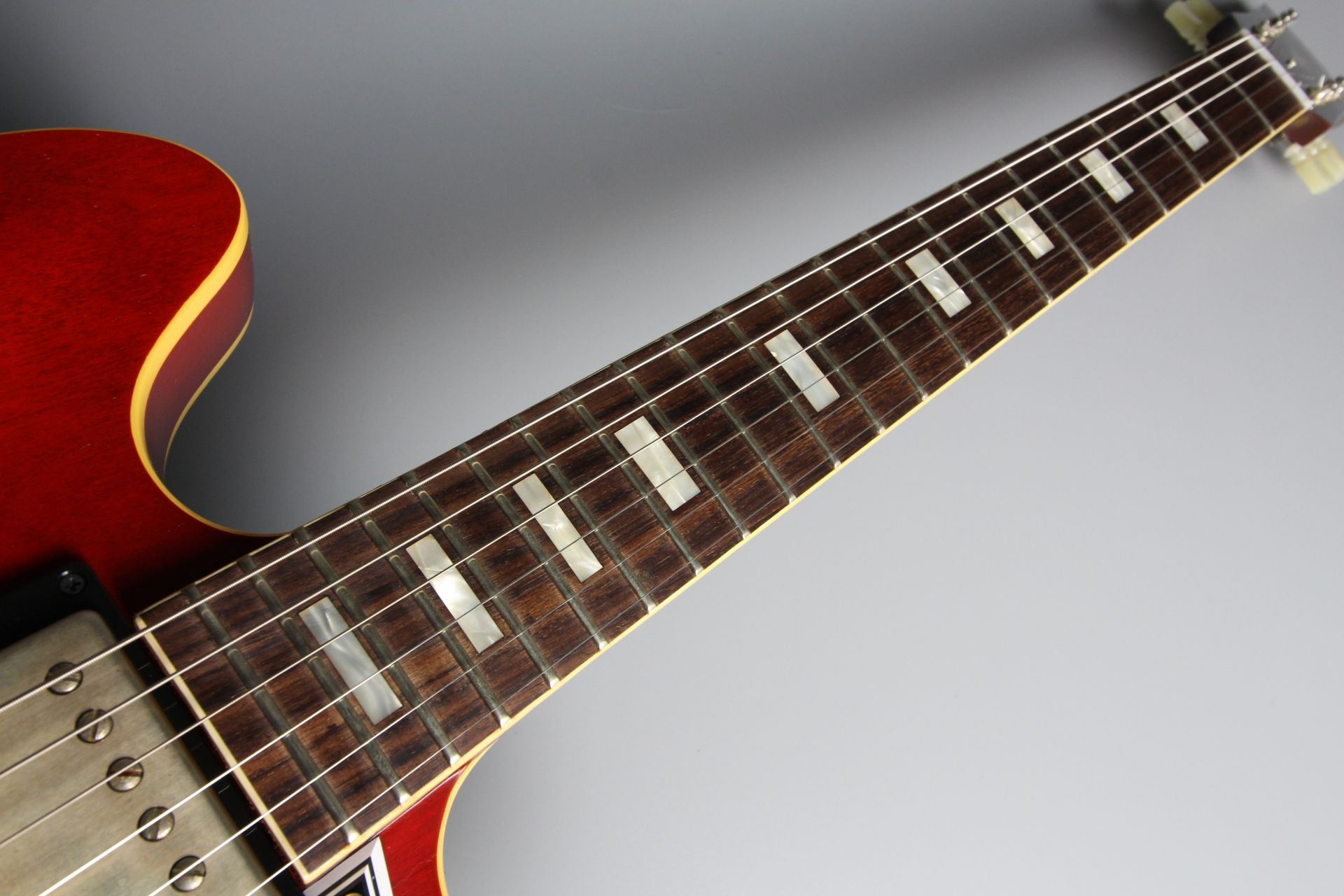 Limited Run 1963 ES-335 TDC VOS Sixties Cherryの全体画像(縦)