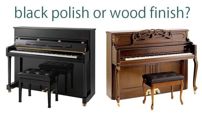 黒いピアノと木目のピアノ