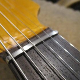 エレキギター チタンナット交換