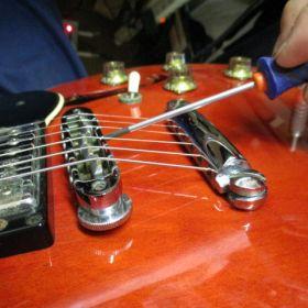 エレキギターのオクターブ調整