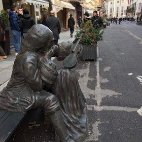 イタリアクレモナのストラディバリ像